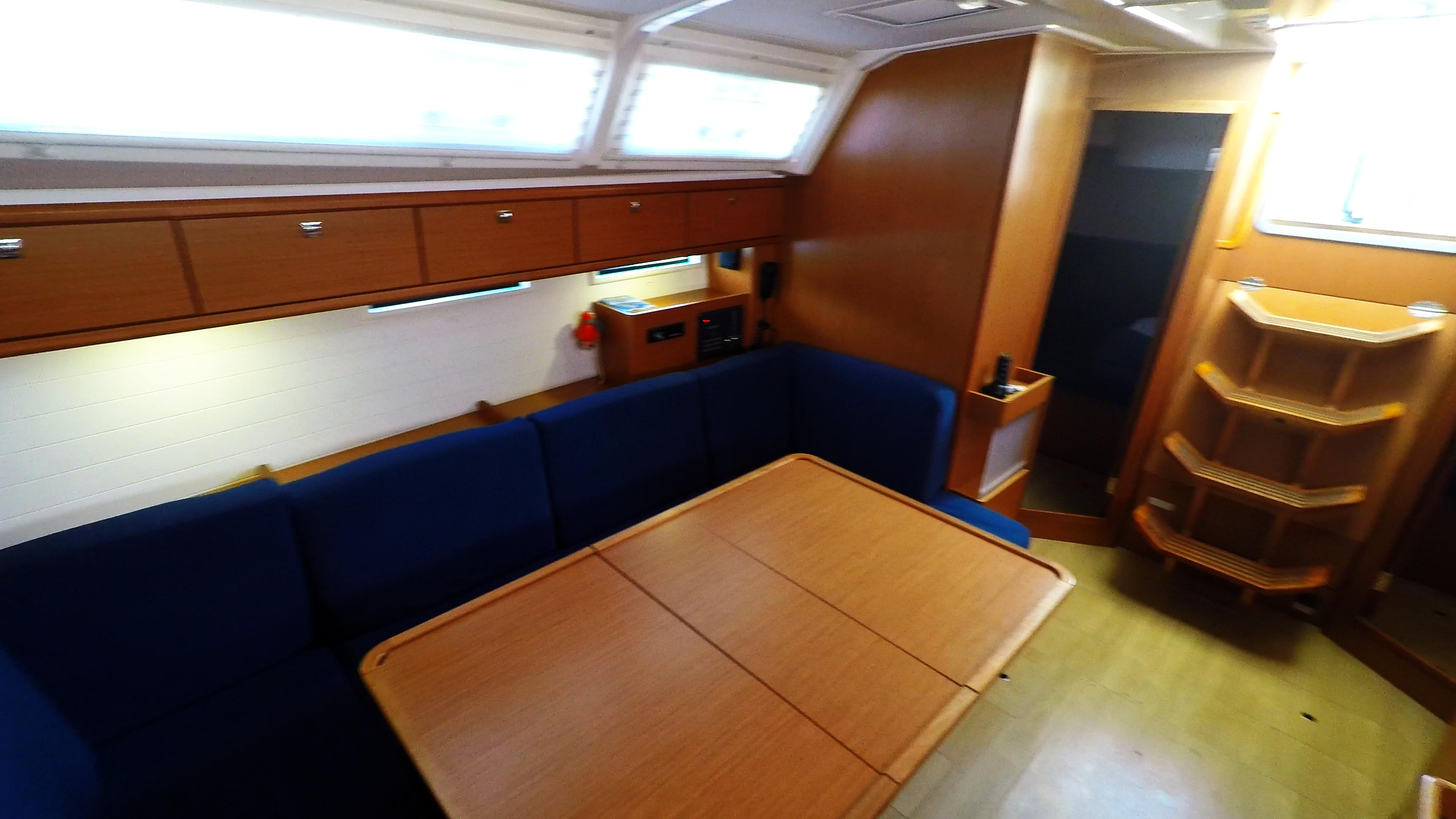 barcha a vela bavaria 46 cruiser yacht a vela salonee interno 1