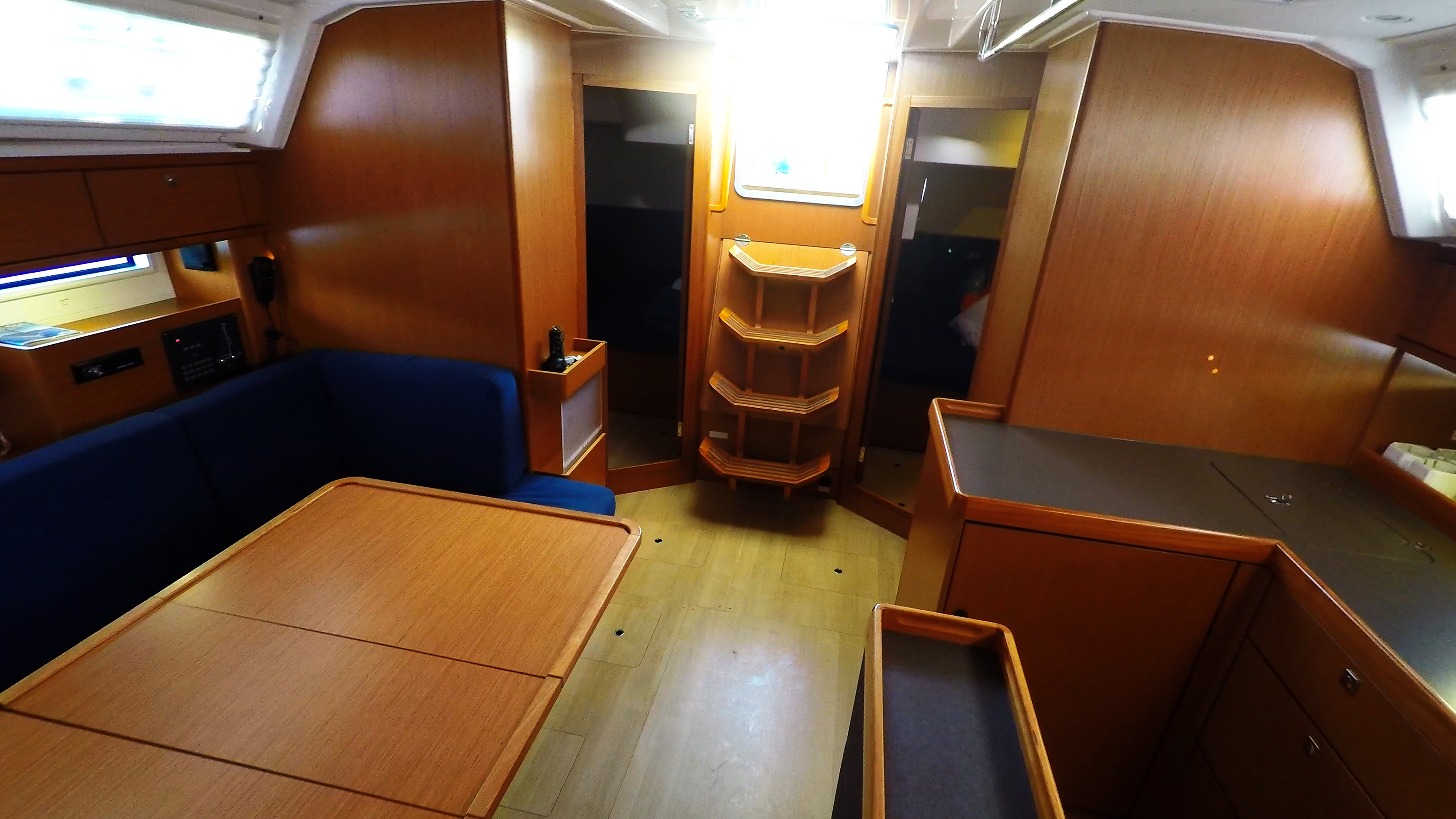 barcha a vela bavaria 46 cruiser yacht a vela salonee interno 3