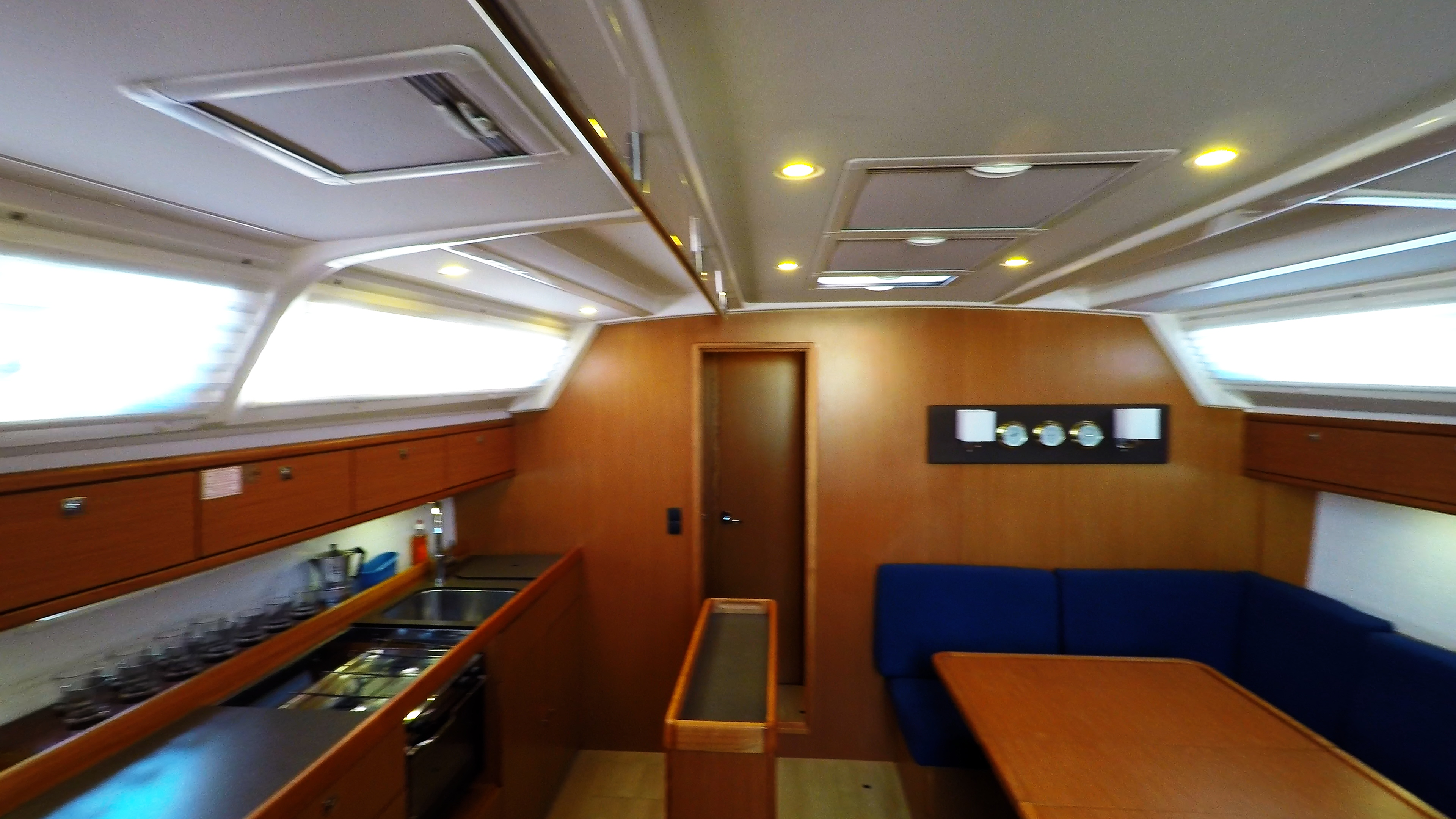 barcha a vela bavaria 46 cruiser yacht a vela salonee interno 6