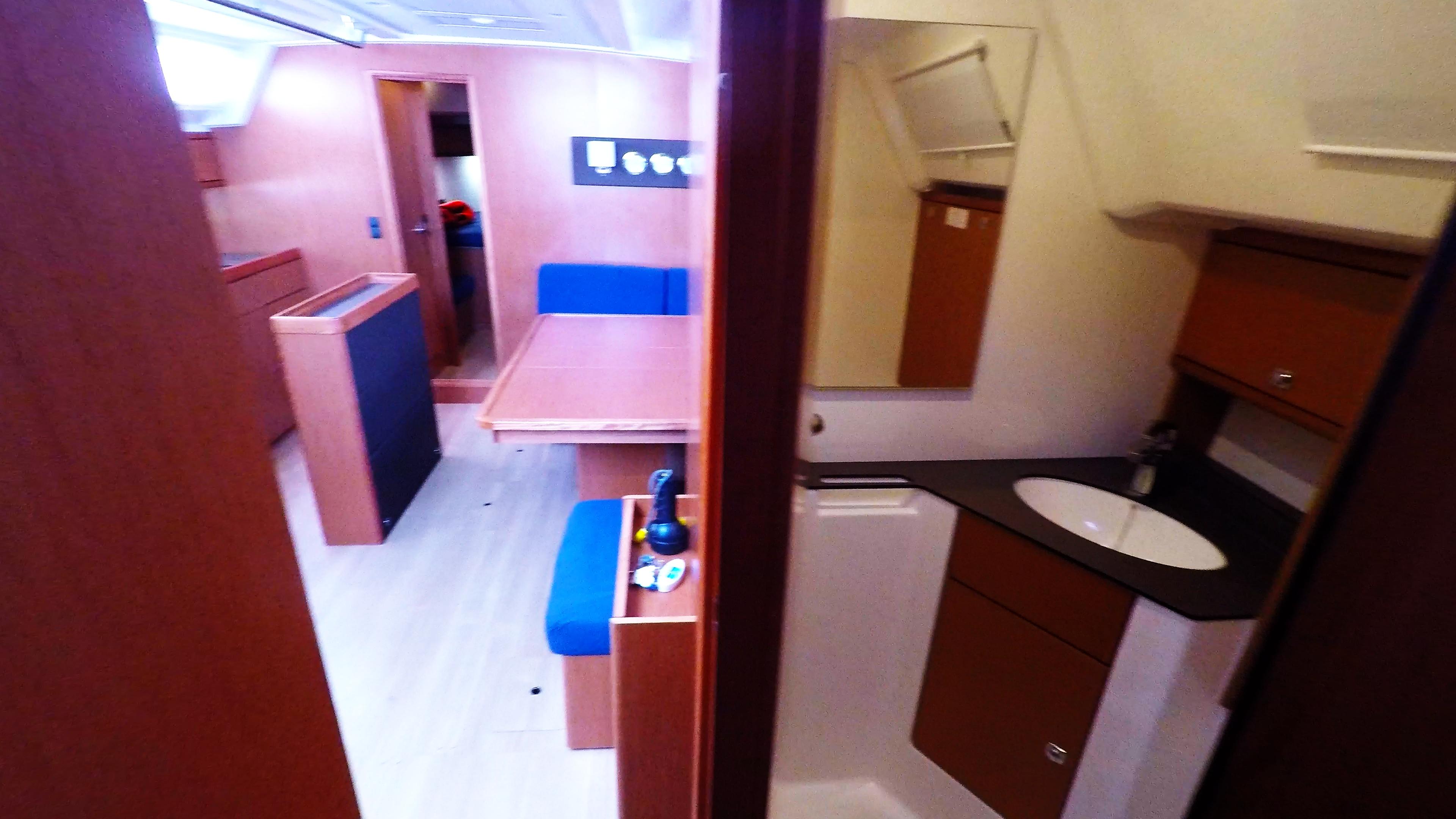 barcha a vela bavaria 46 cruiser yacht a vela salonee interno