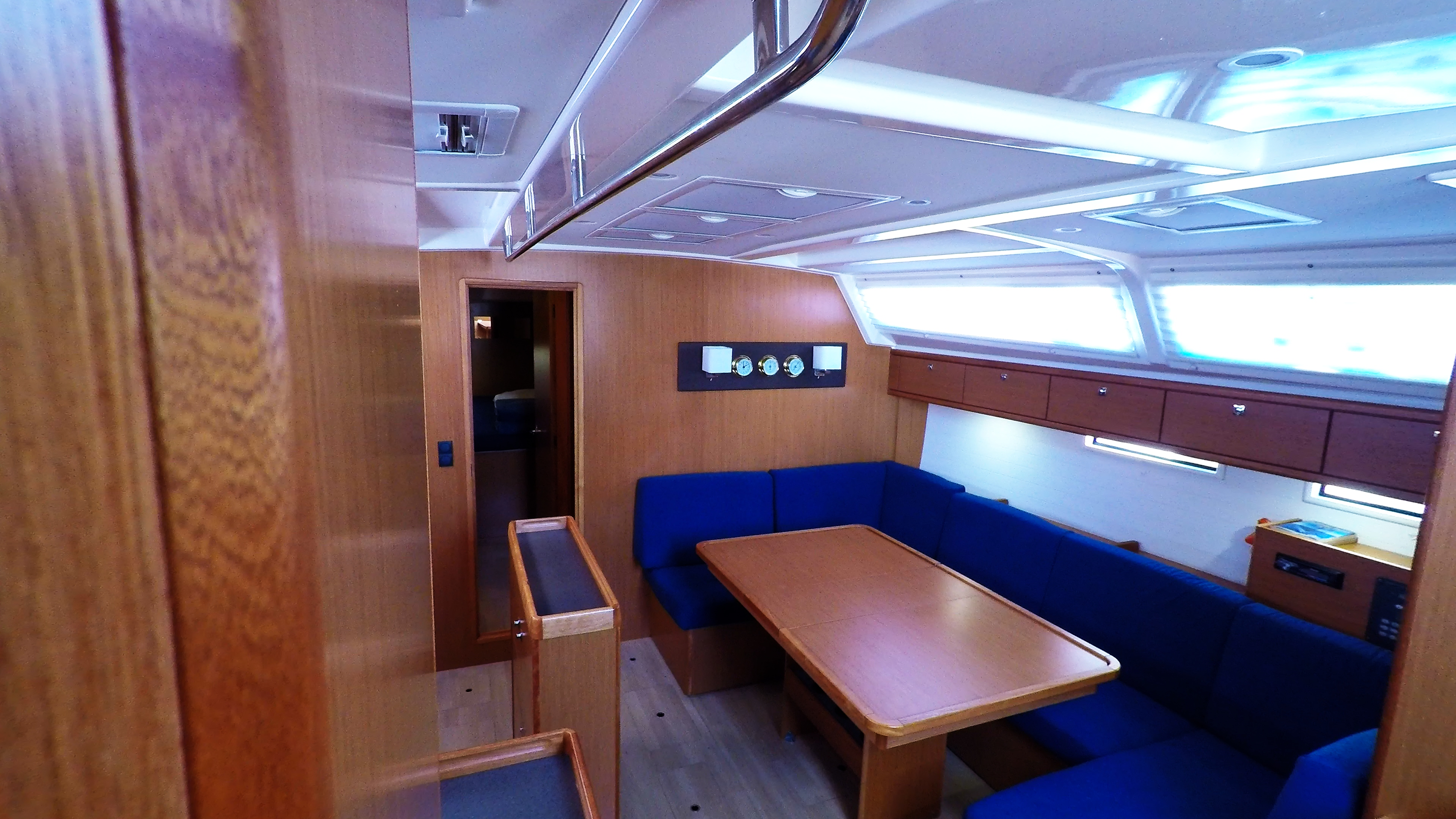 barcha a vela bavaria 46 cruiser yacht a vela salonee interno salonee