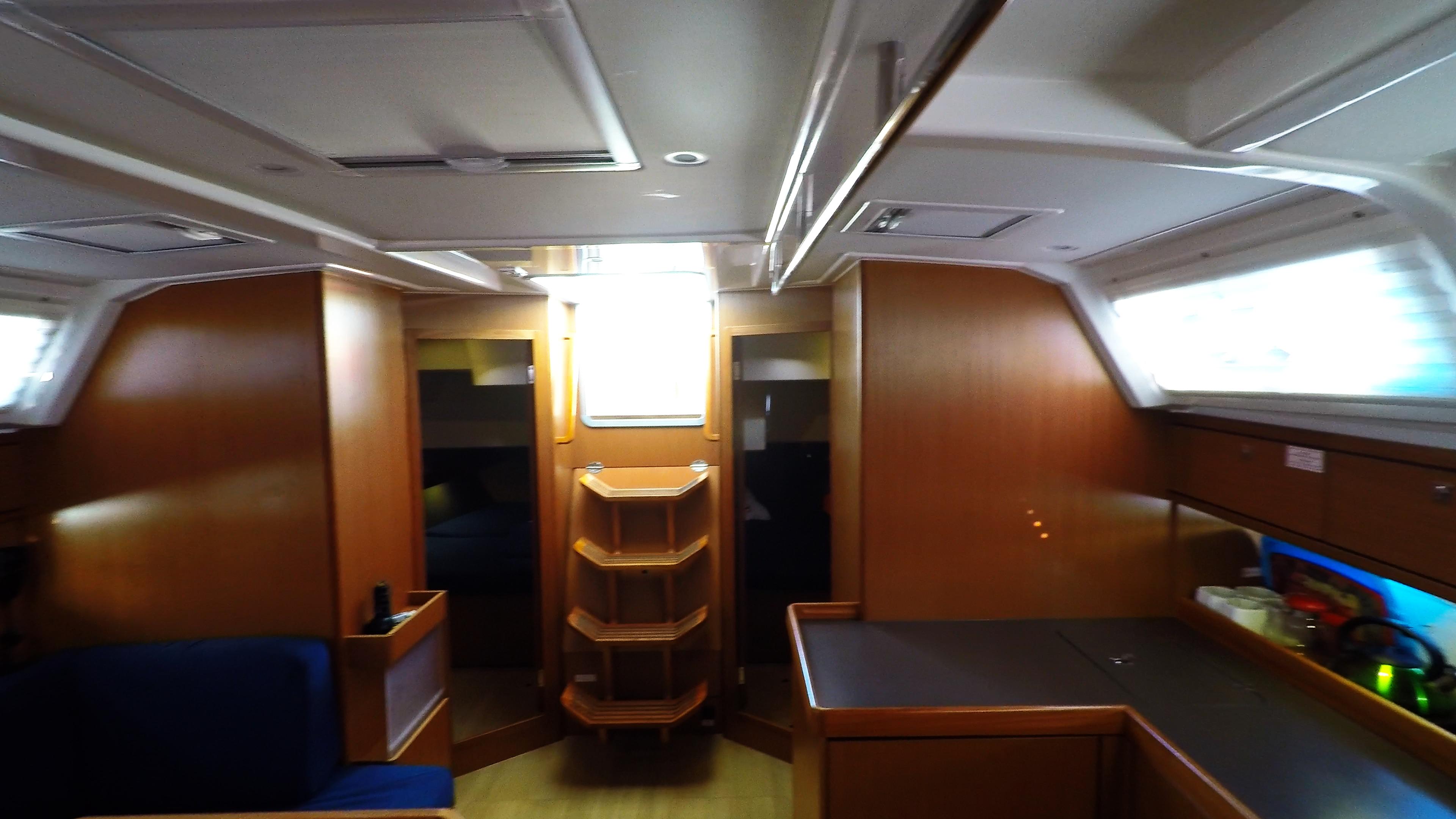 barcha a vela bavaria 46 cruiser yacht a vela salonee interno le scale cabine di poppa