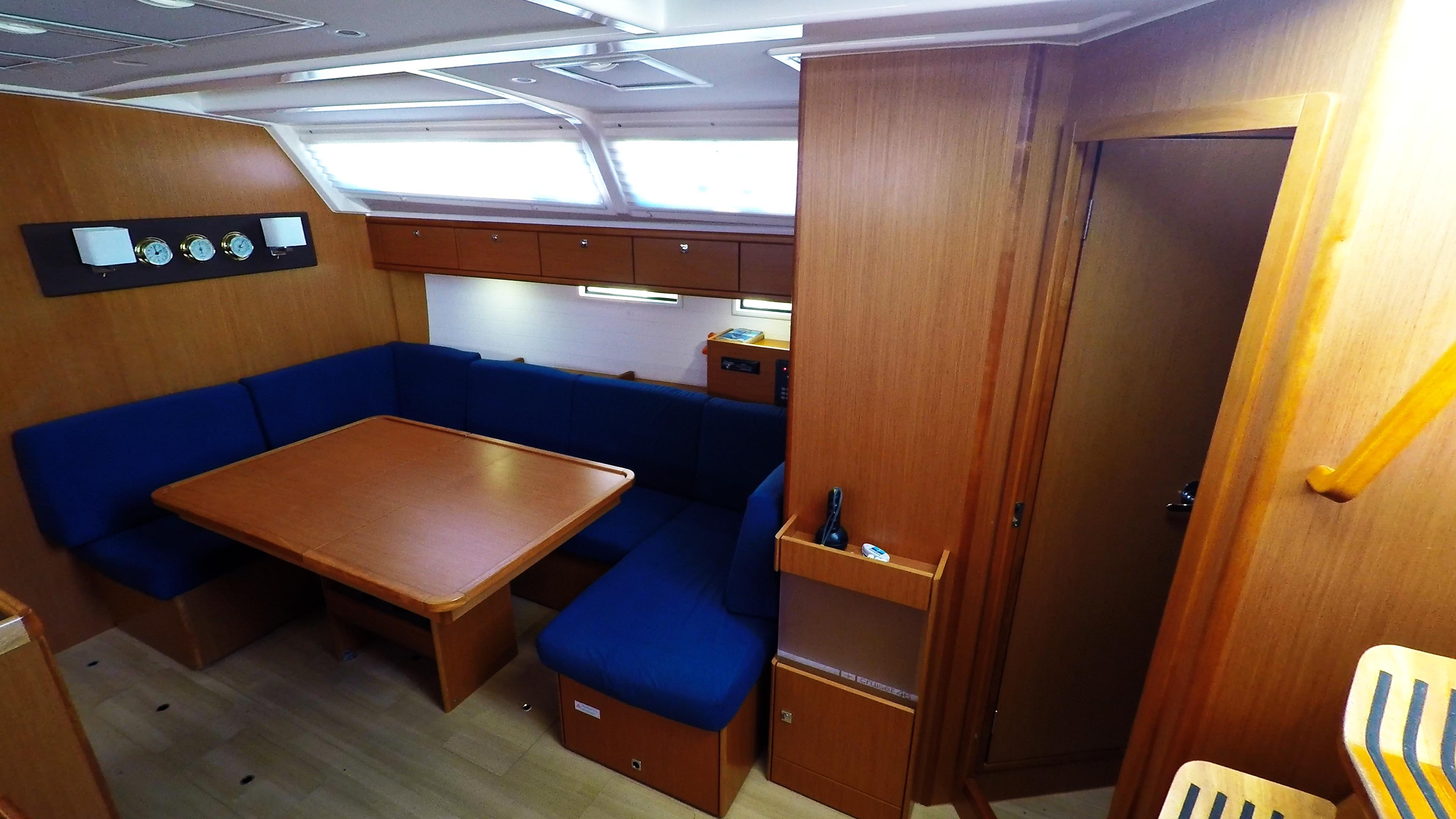 barcha a vela bavaria 46 cruiser yacht a vela salonee interno le scale