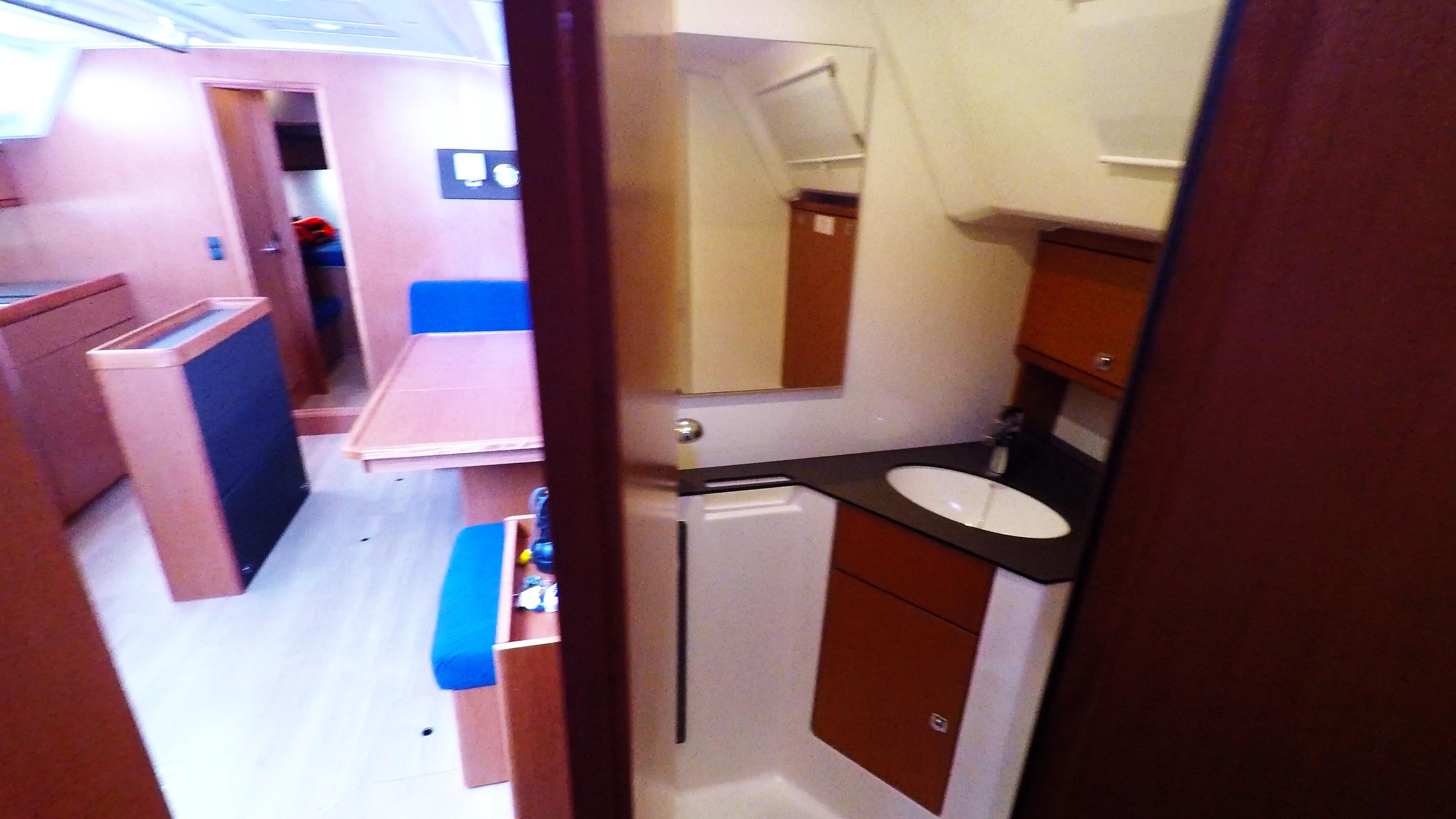 barcha a vela bavaria 46 cruiser yacht a vela salonee interno gabinetto