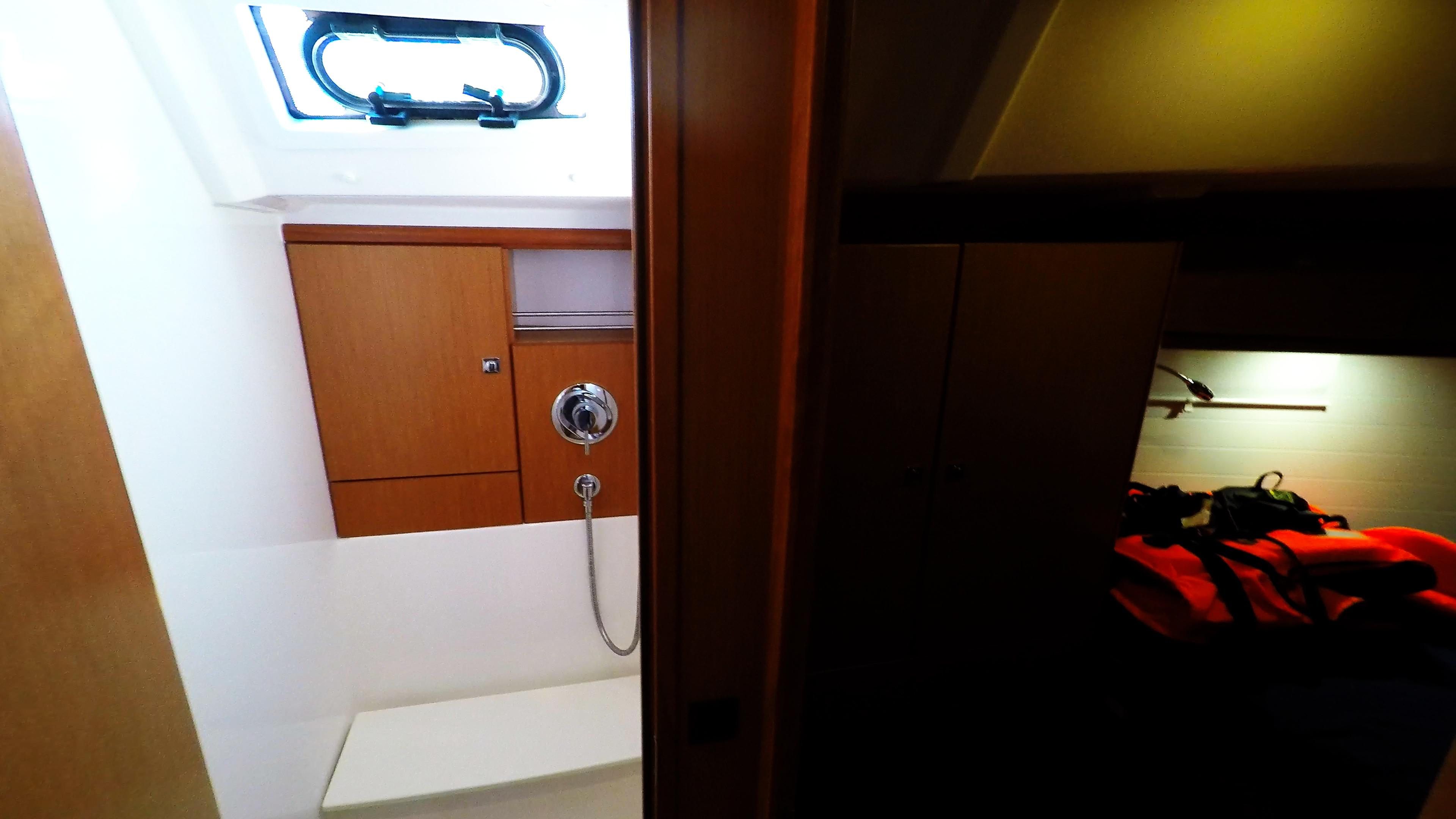barcha a vela bavaria 46 cruiser yacht a vela interno doccia sinistra davanti cabina