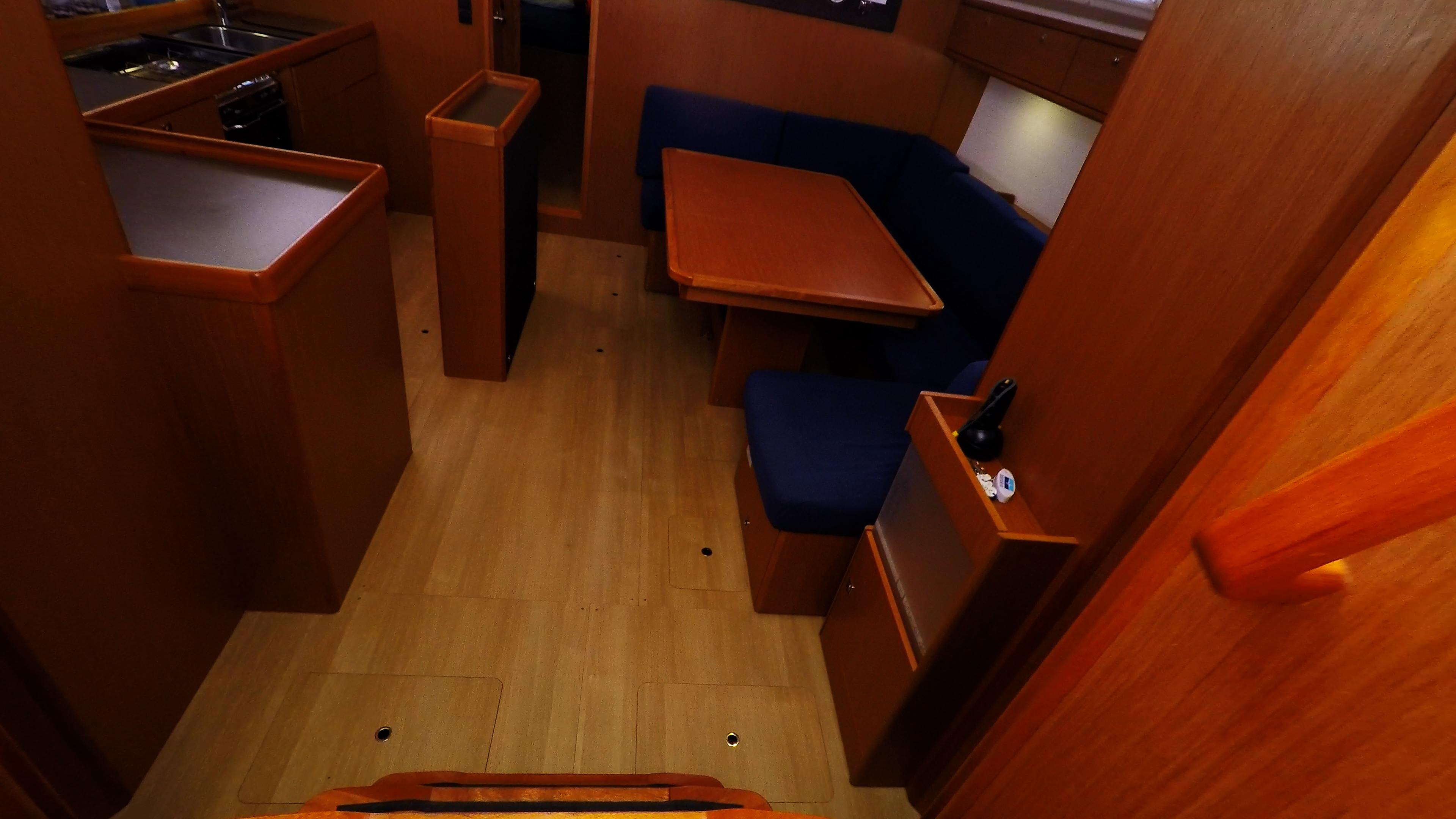 barcha a vela bavaria 46 cruiser yacht a vela interno scale per il salonee 1