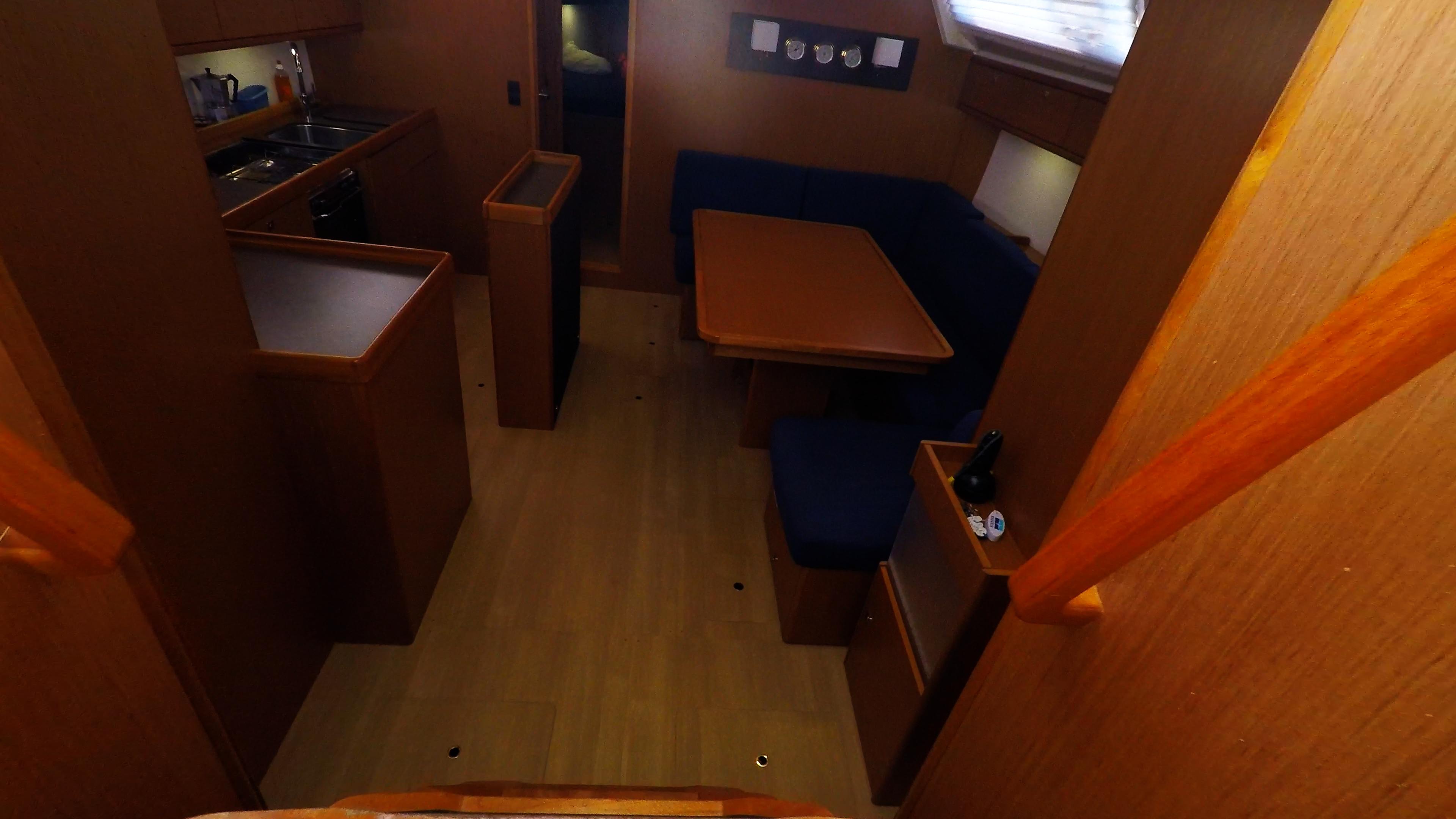barcha a vela bavaria 46 cruiser yacht a vela interno scale per il salonee