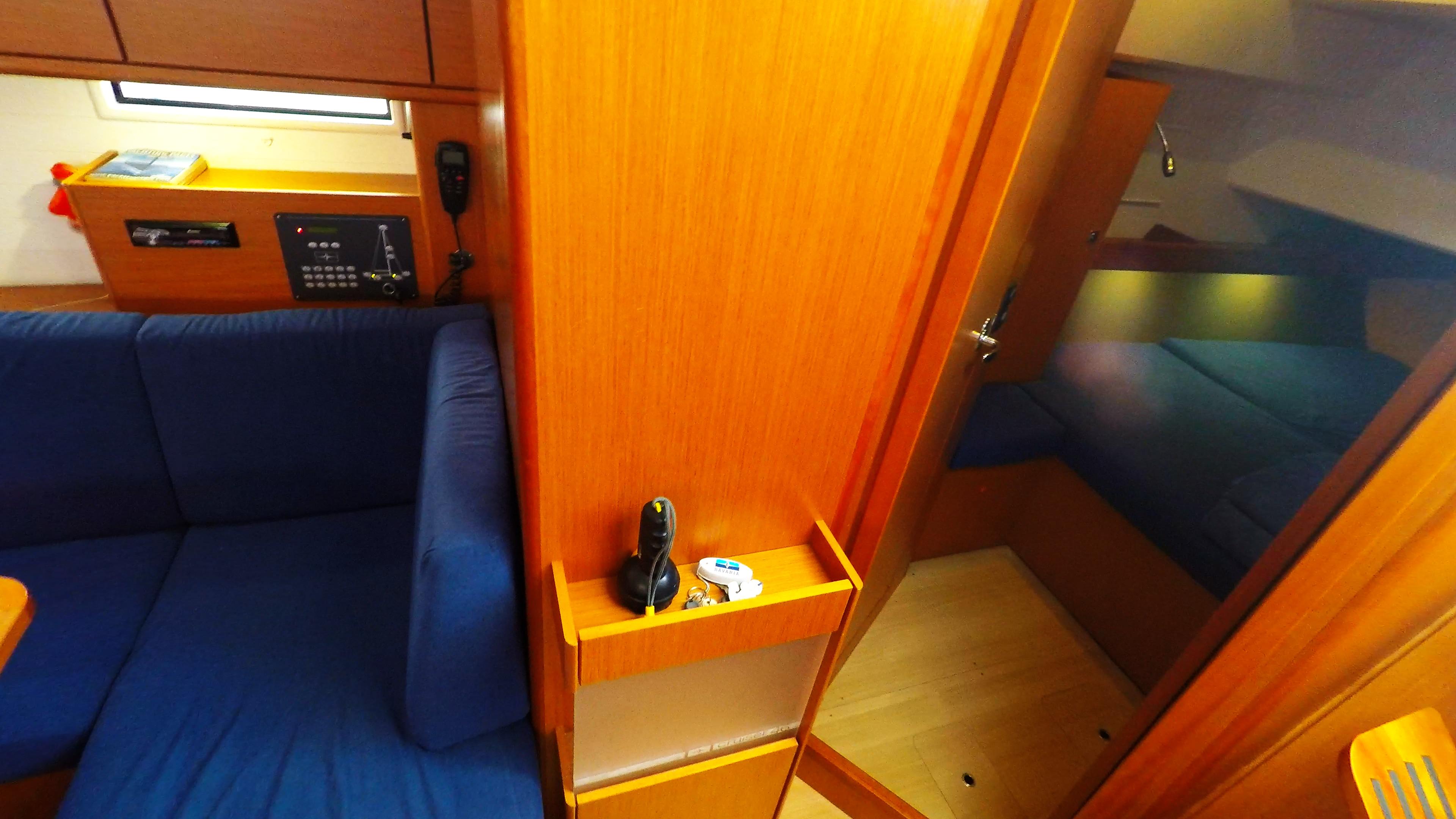 barcha a vela bavaria 46 cruiser yacht a vela interno vhf radio cabina di poppa