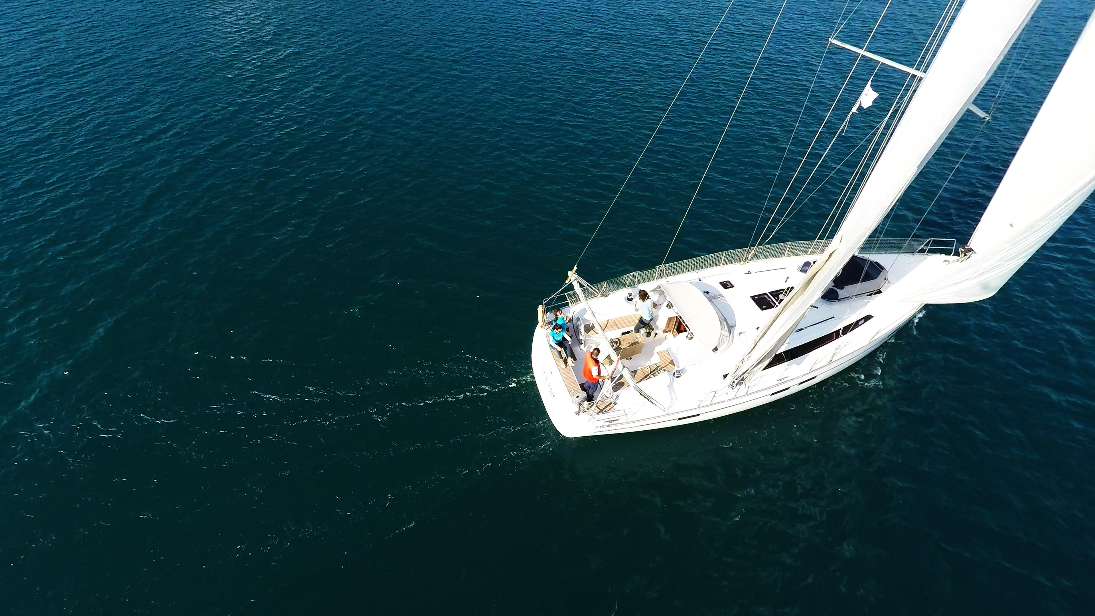 barcha a vela bavaria 46 ponte pozzetto randa genova vele yacht a vela