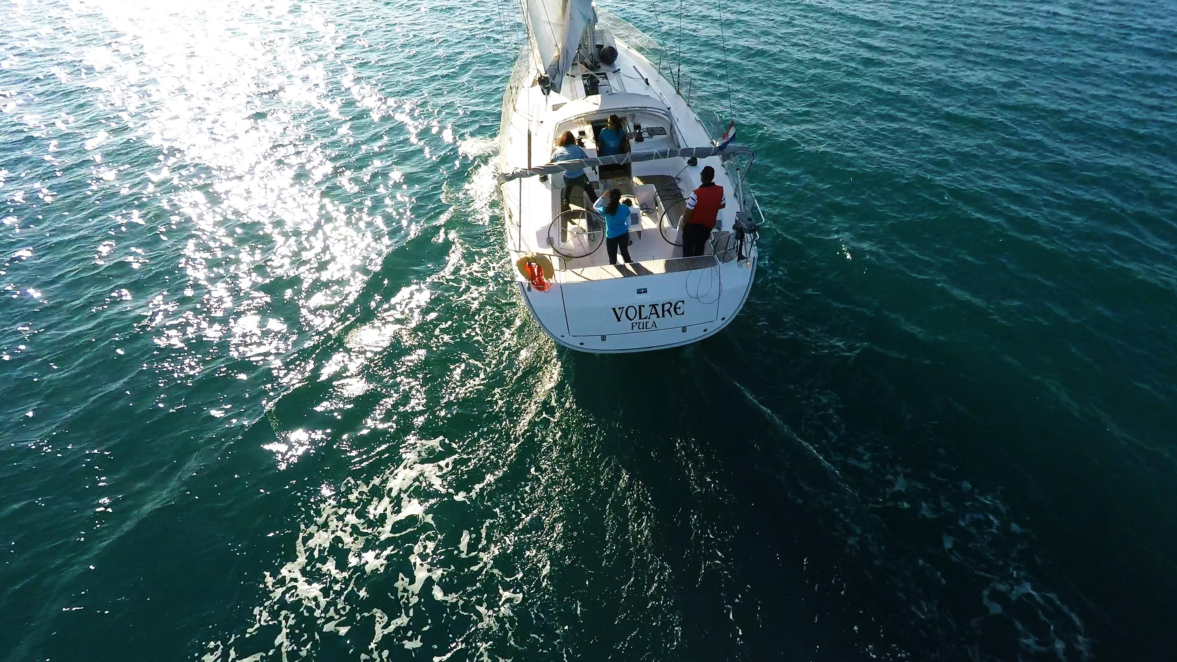 barcha a vela bavaria 46 da sopra yacht a vela pozzetto pontein teak