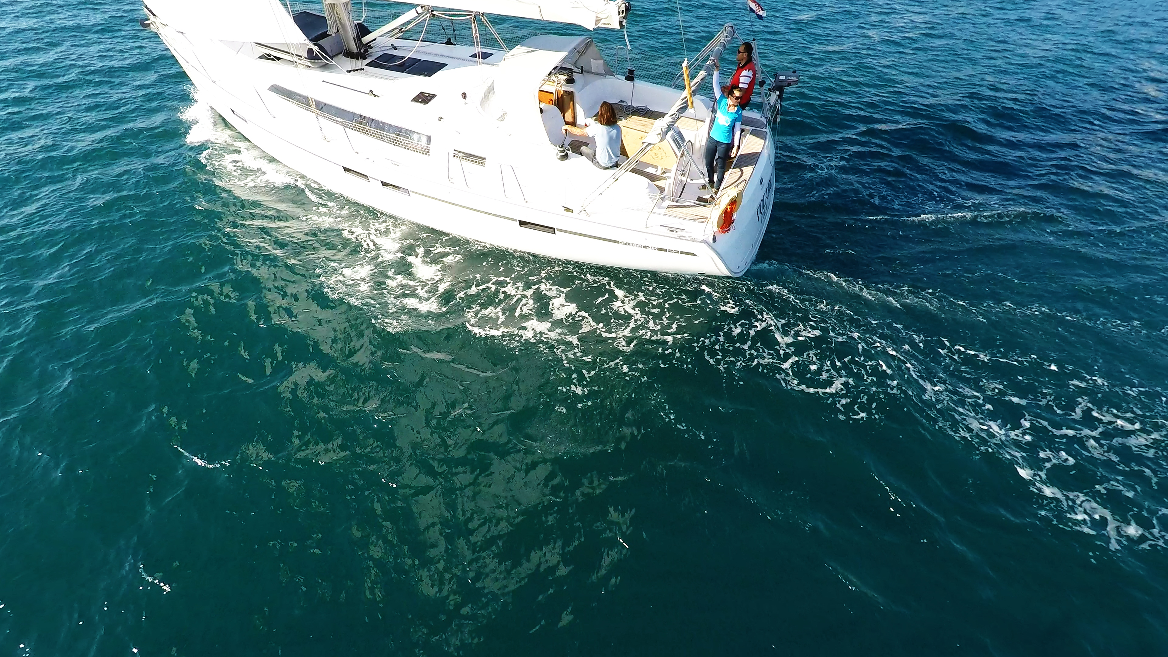 barcha a vela bavaria 46 yacht a vela pozzetto ponte equipaggio