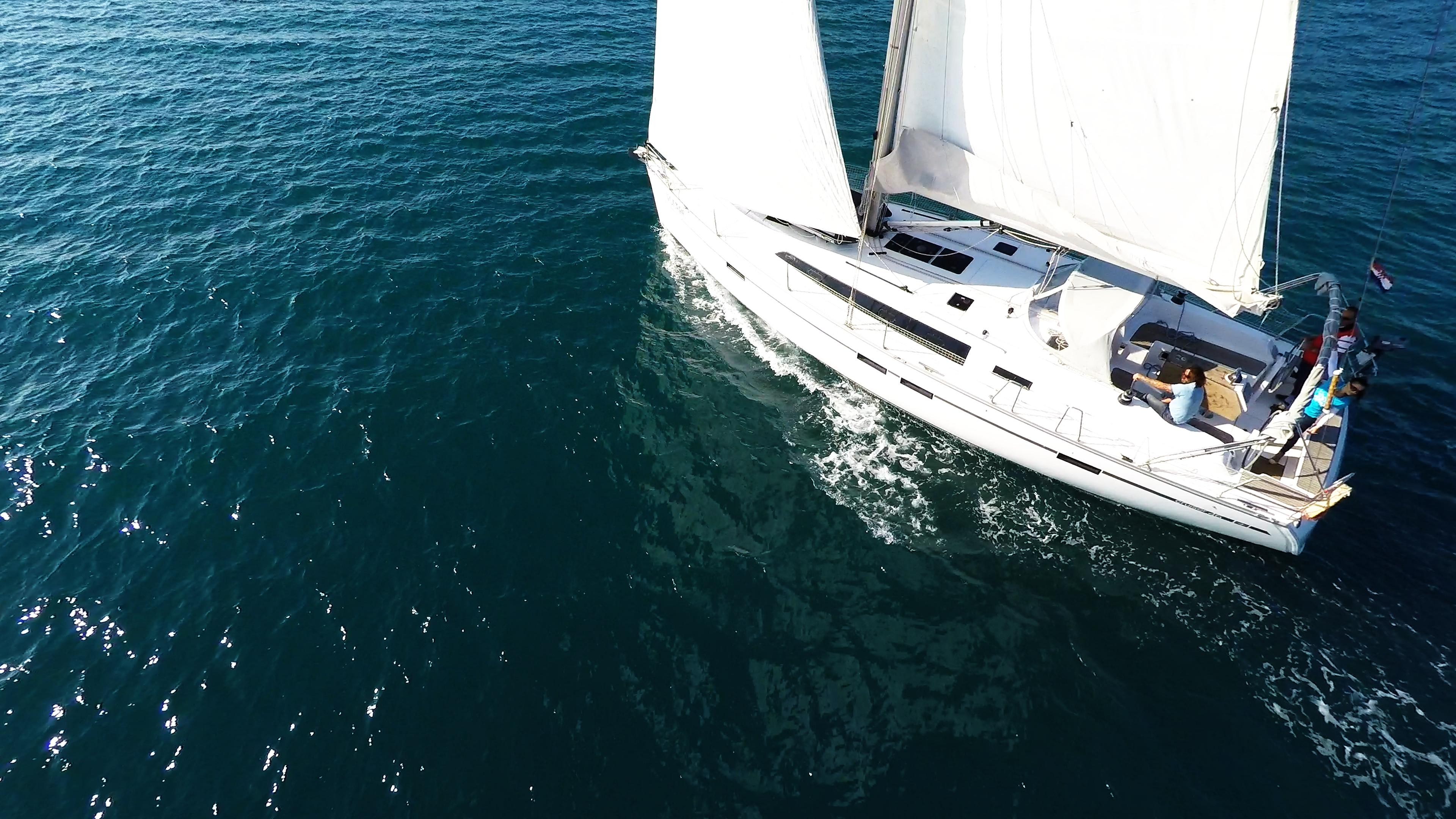 barcha a vela bavaria 46 yacht a vela pozzetto vela