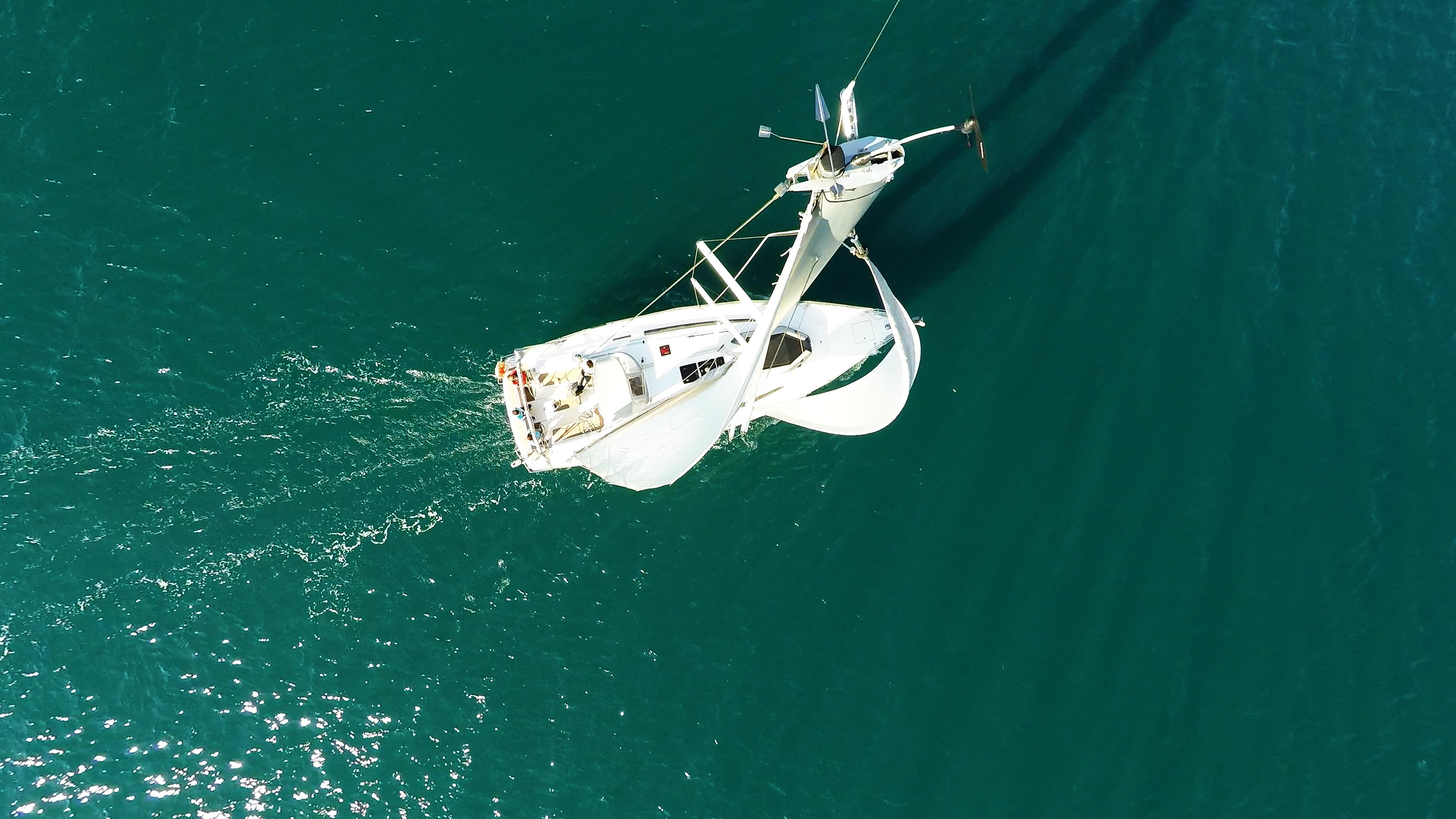 barcha a vela bavaria 46 yacht a vela dal cielo cima dell'albero