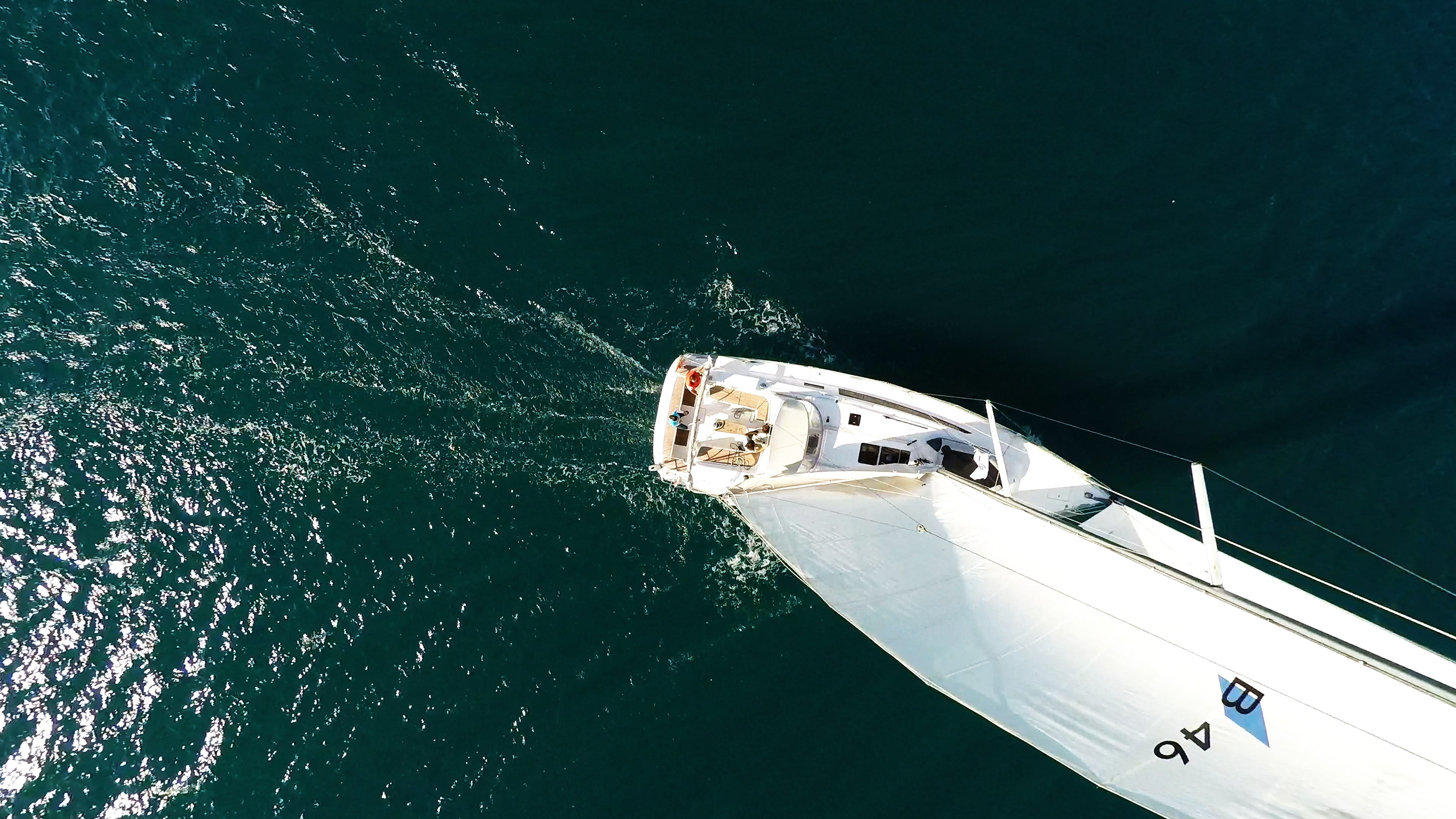 barcha a vela bavaria 46 yacht a vela randa nadir vista verticalee pozzetto