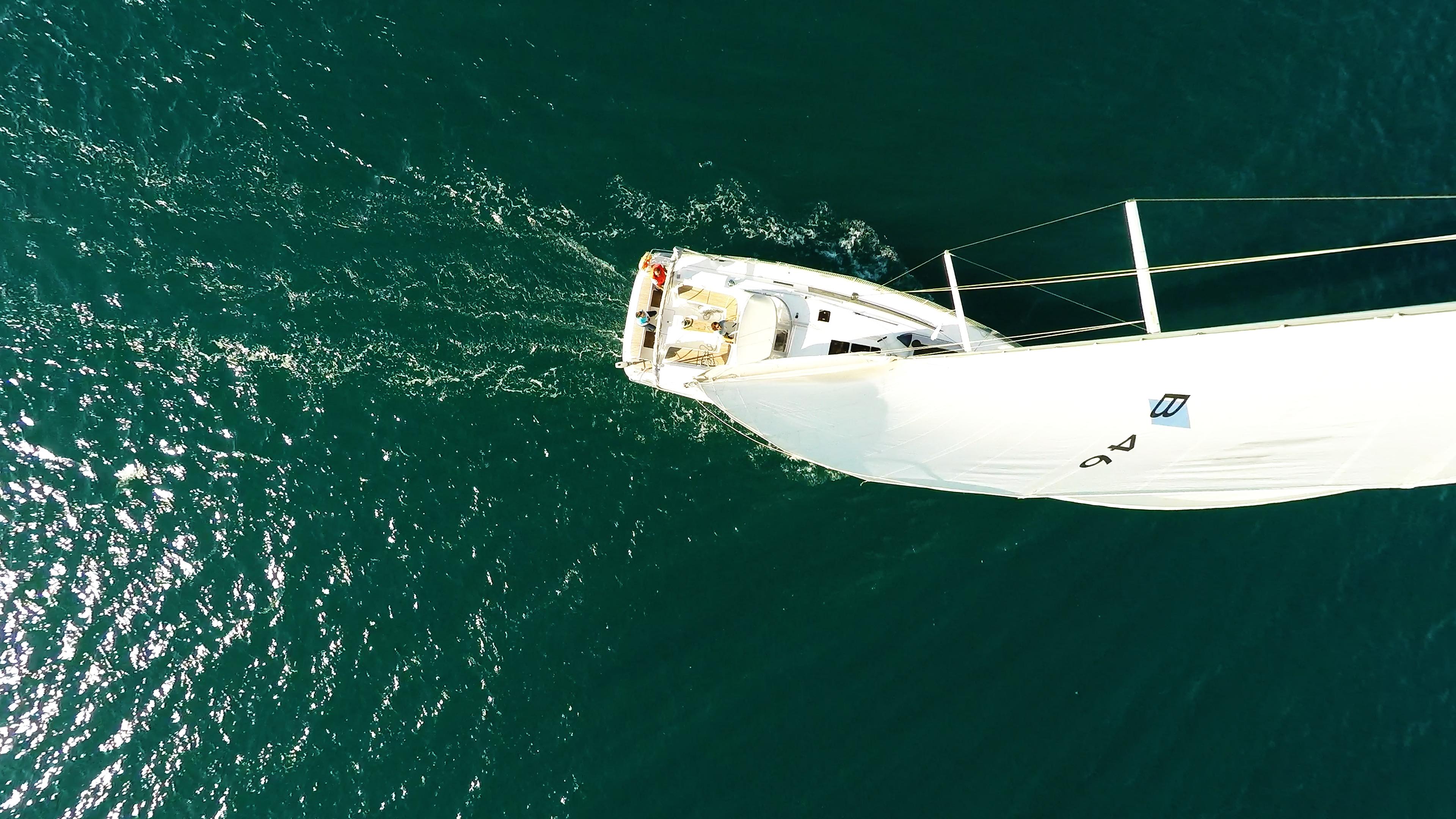 barcha a vela bavaria 46 vista verticalee yacht a vela randa albero