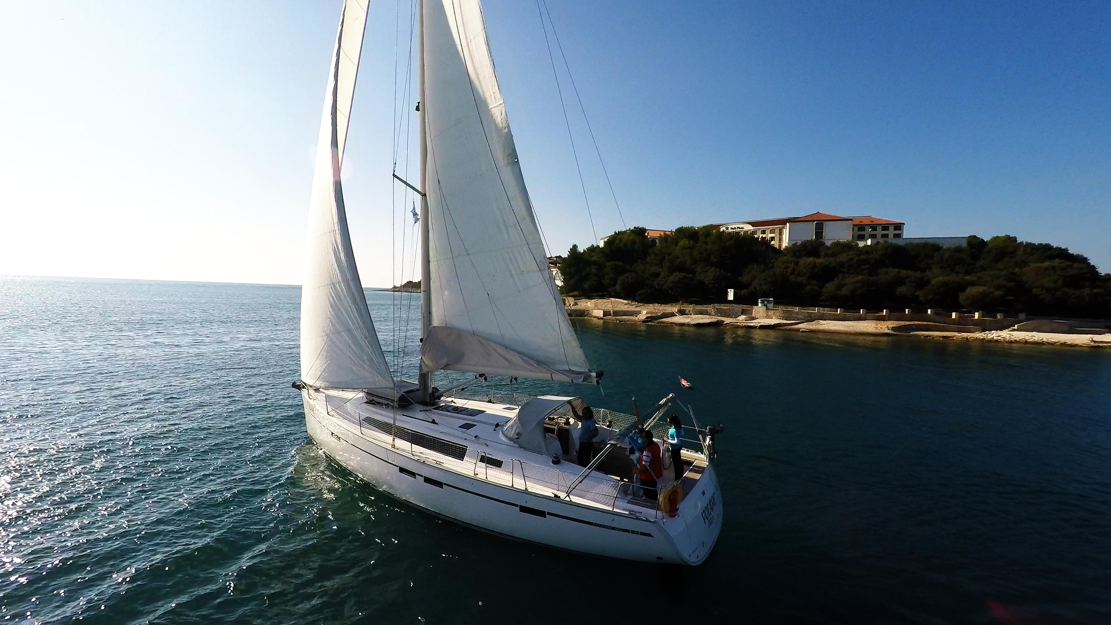 barcha a vela cielo blu mare yacht a vela pini