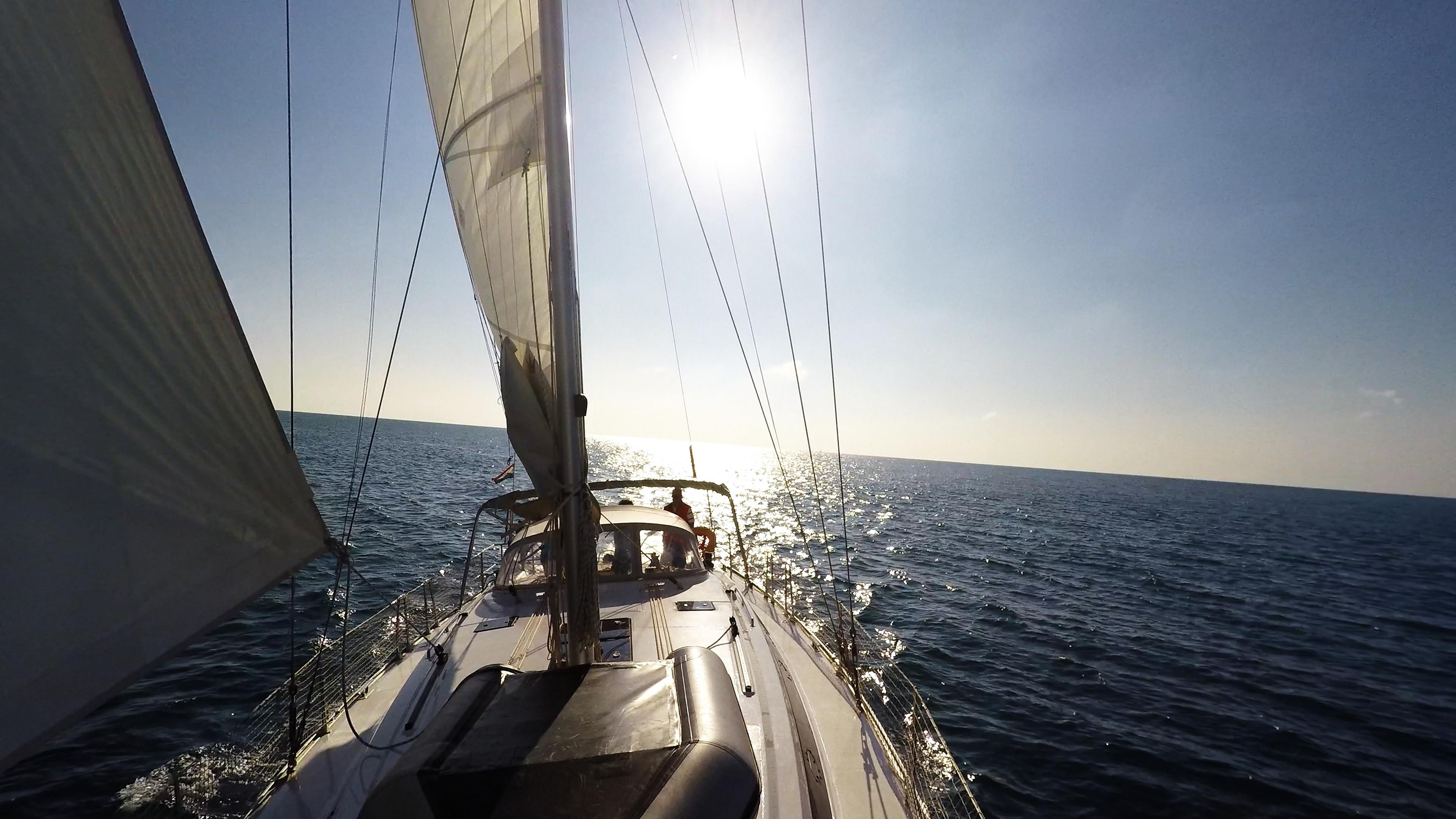 barcha a vela ponte vela yacht a vela bavaria 46 mare sole albero