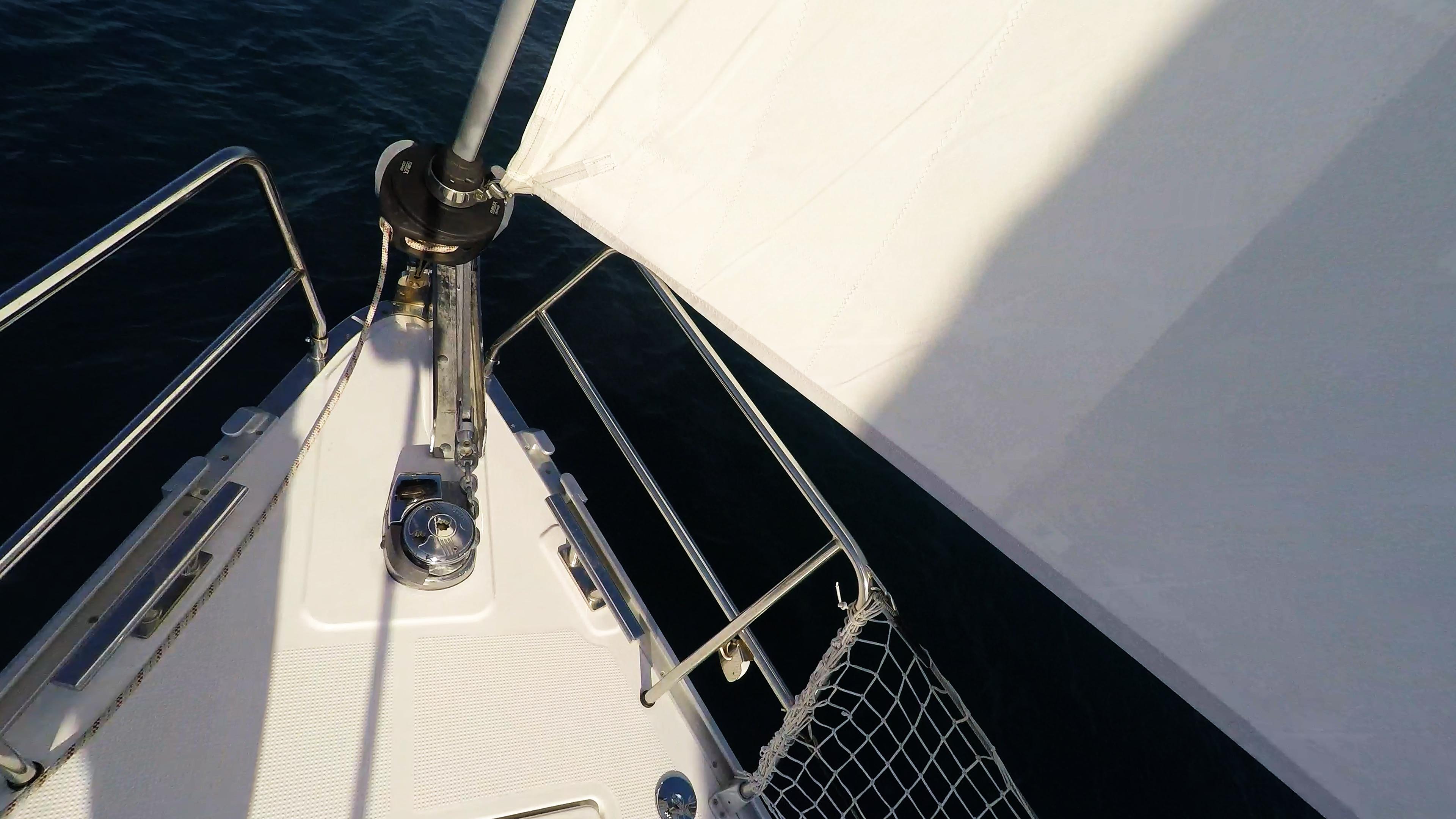 barcha a vela rotolo genova vela anteriore prua barca a vela argano ancora