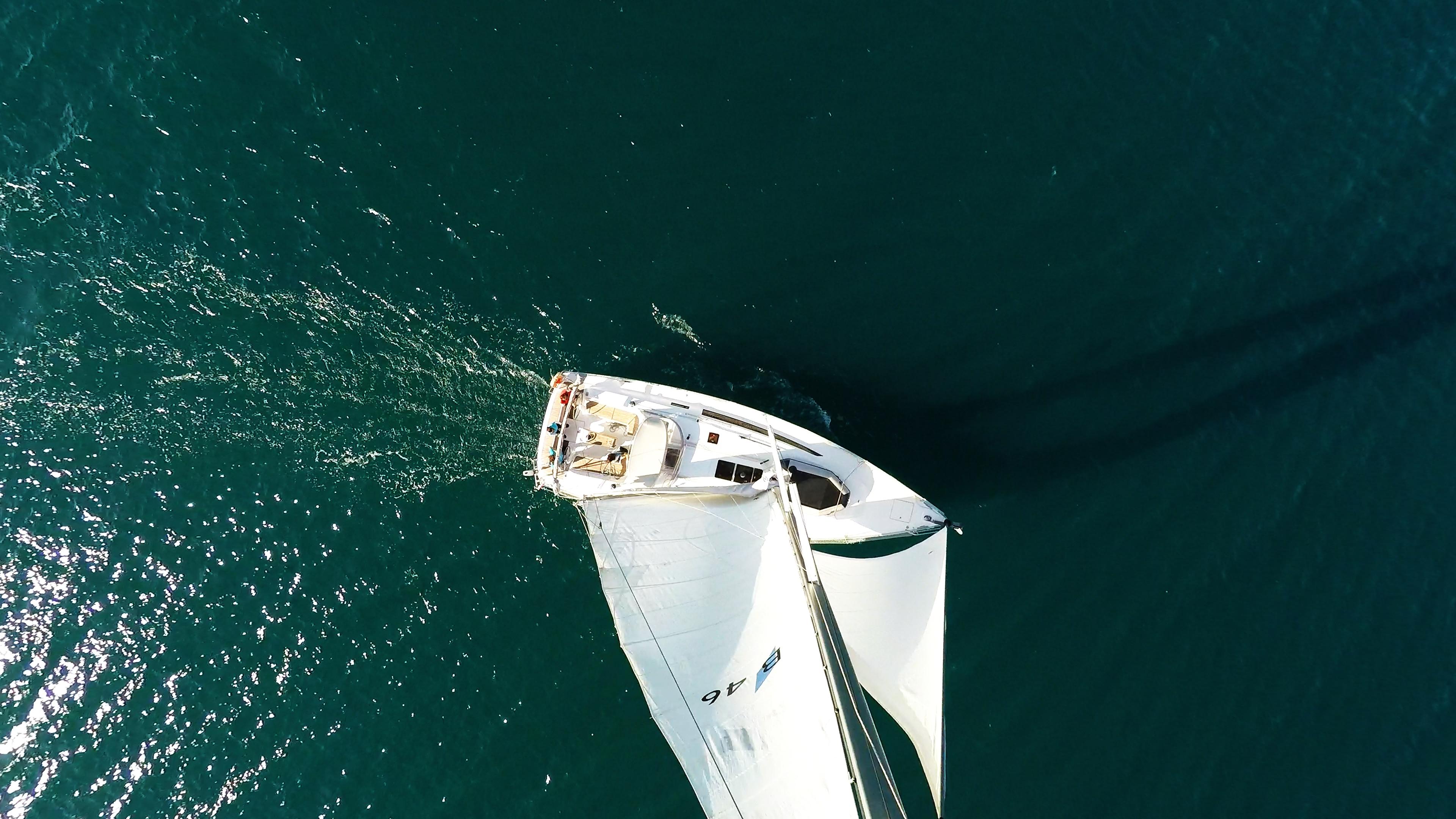 barcha a vela barca a vela bavaria 46 vista verticalee yacht a vela