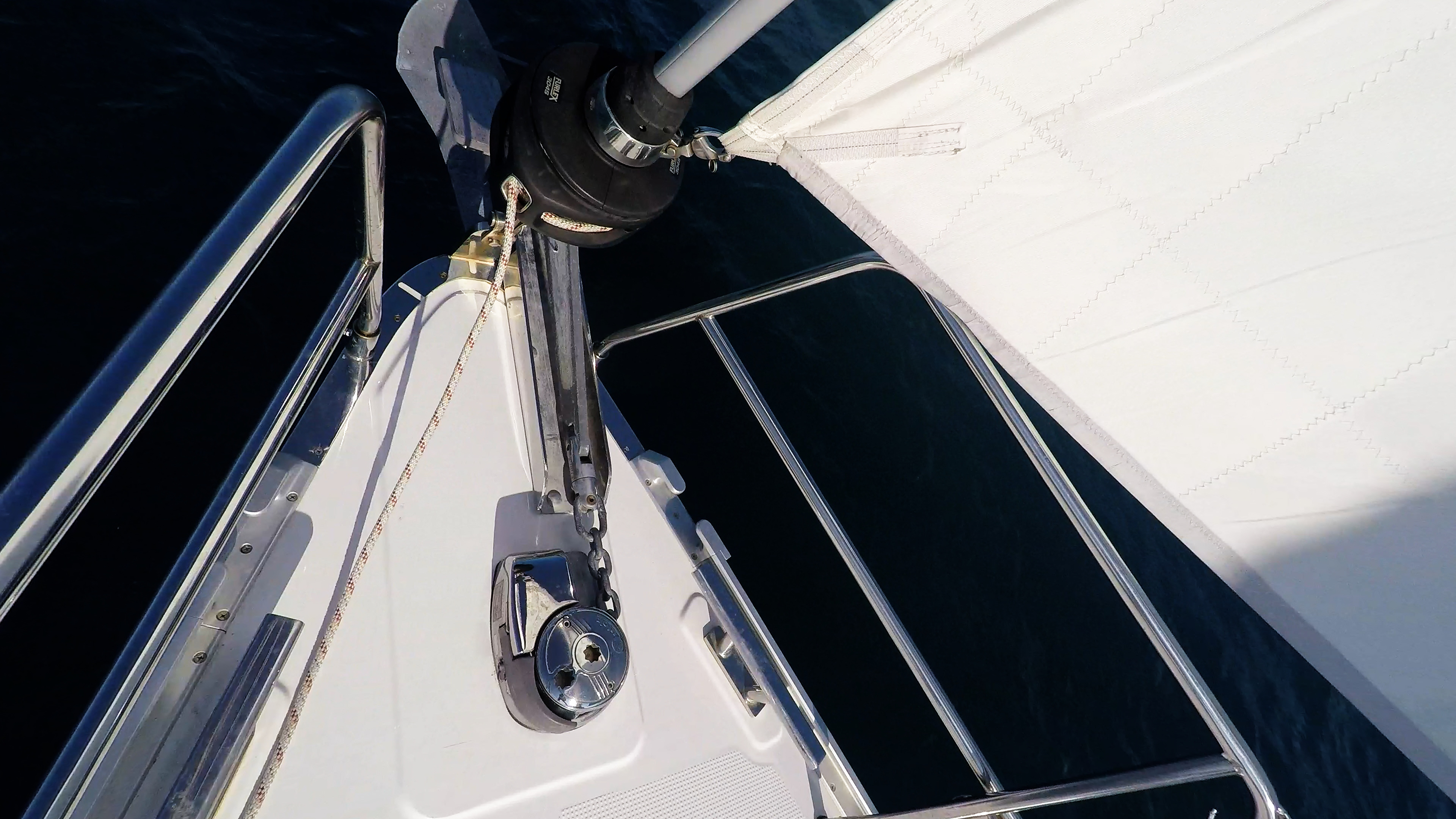 barcha a vela prua della barca a vela ancora genova avvolgibile argano yacht a vela