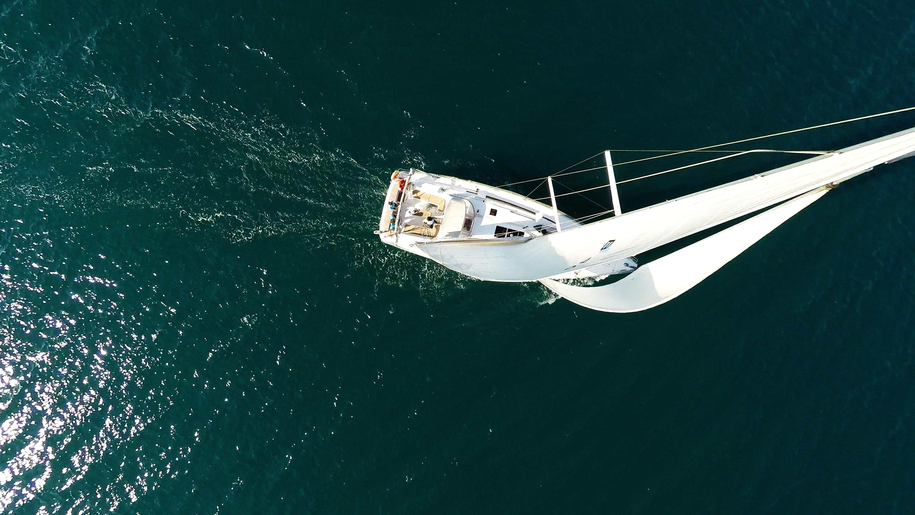barcha a vela barca a vela dal cielo veleggiare