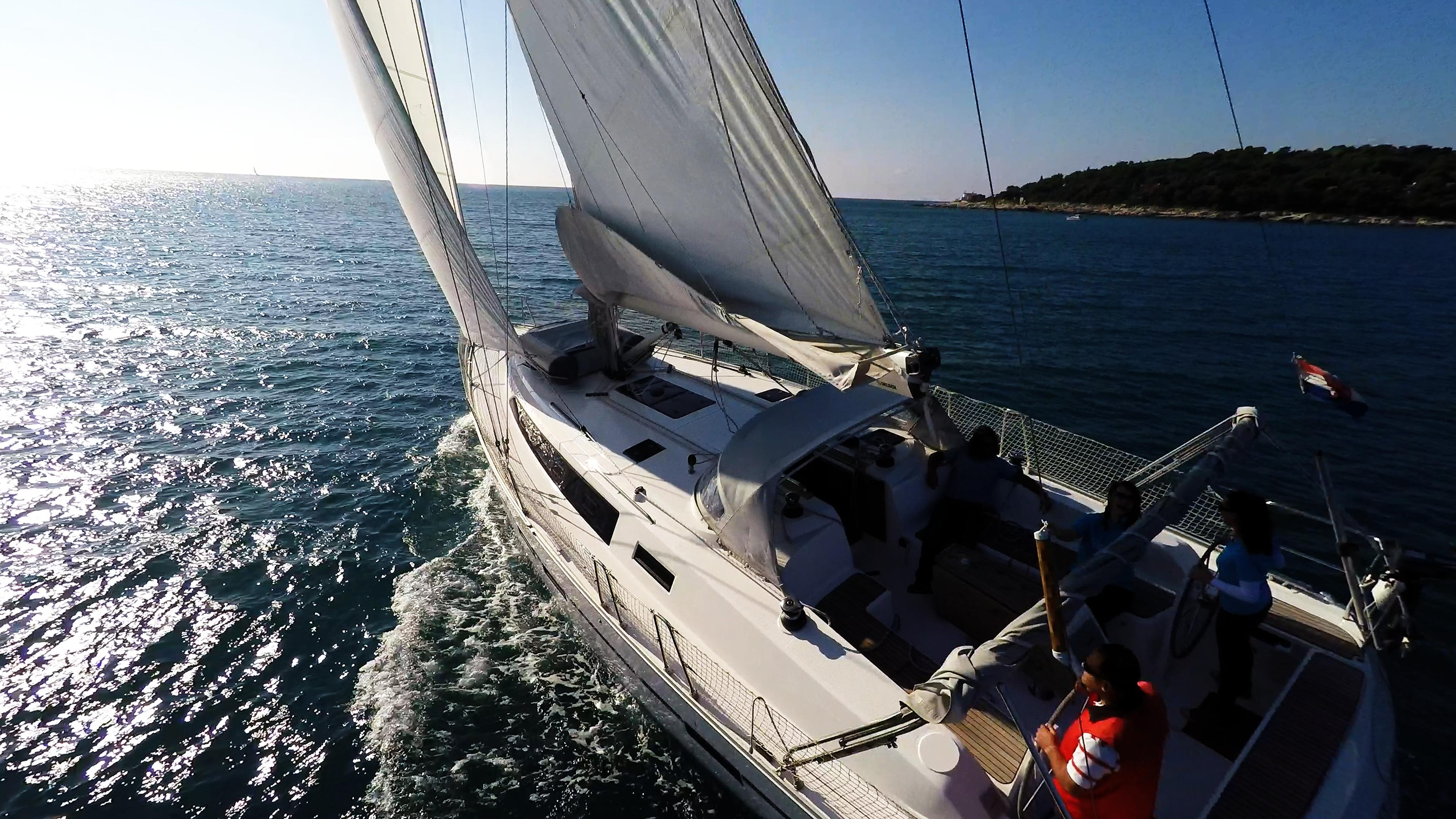 barcha a vela barca a vela vela yacht a vela skipper equipaggio pozzetto