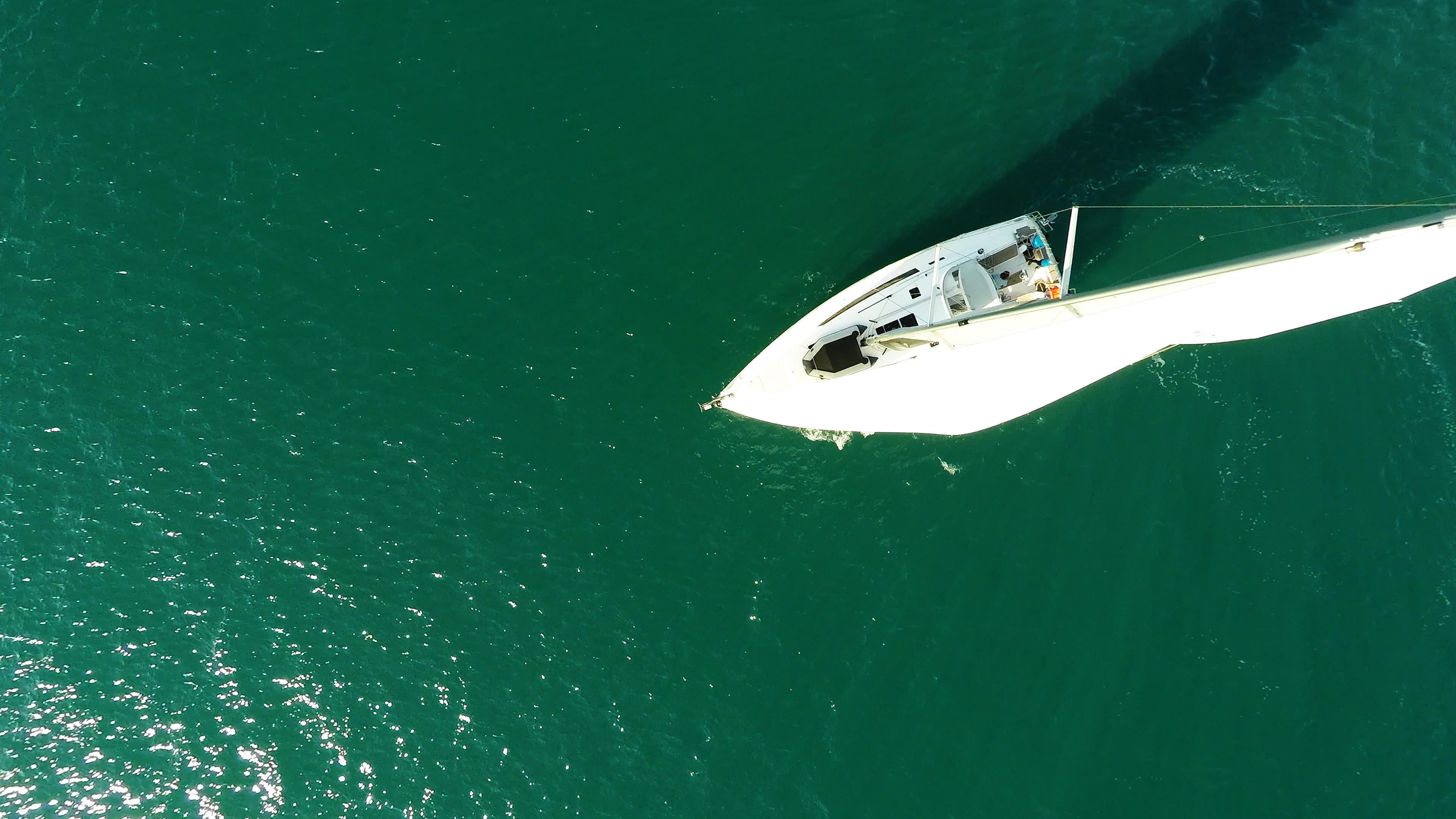 barcha a vela barca a vela vista verticalee ponte yacht a vela