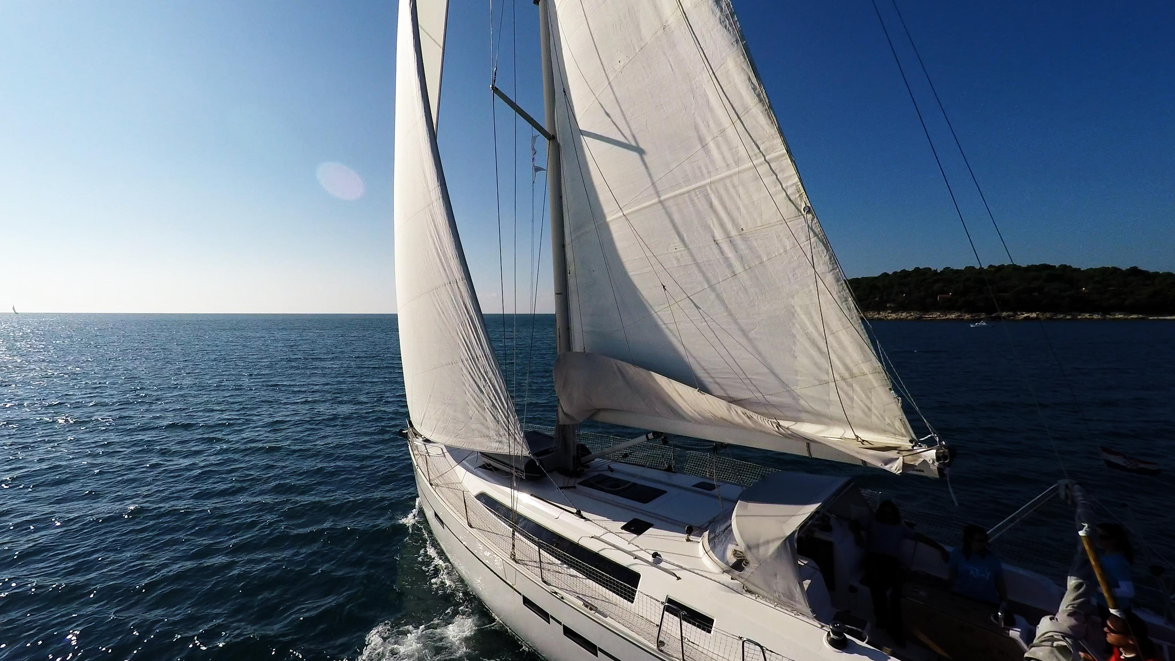 barcha a vela veleggiare al sole mare aperto barca a vela yacht bavaria 46