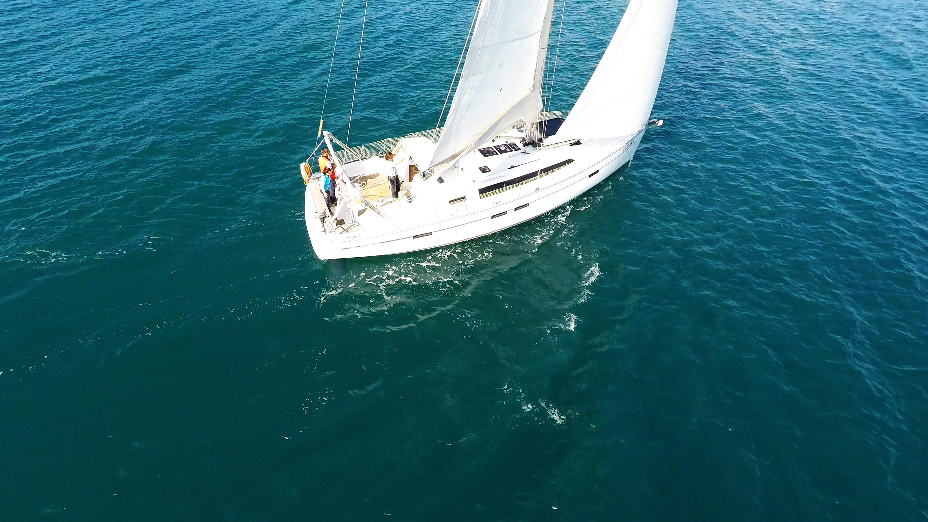 barcha a vela yacht a vela bavaria 46 sotto le vele