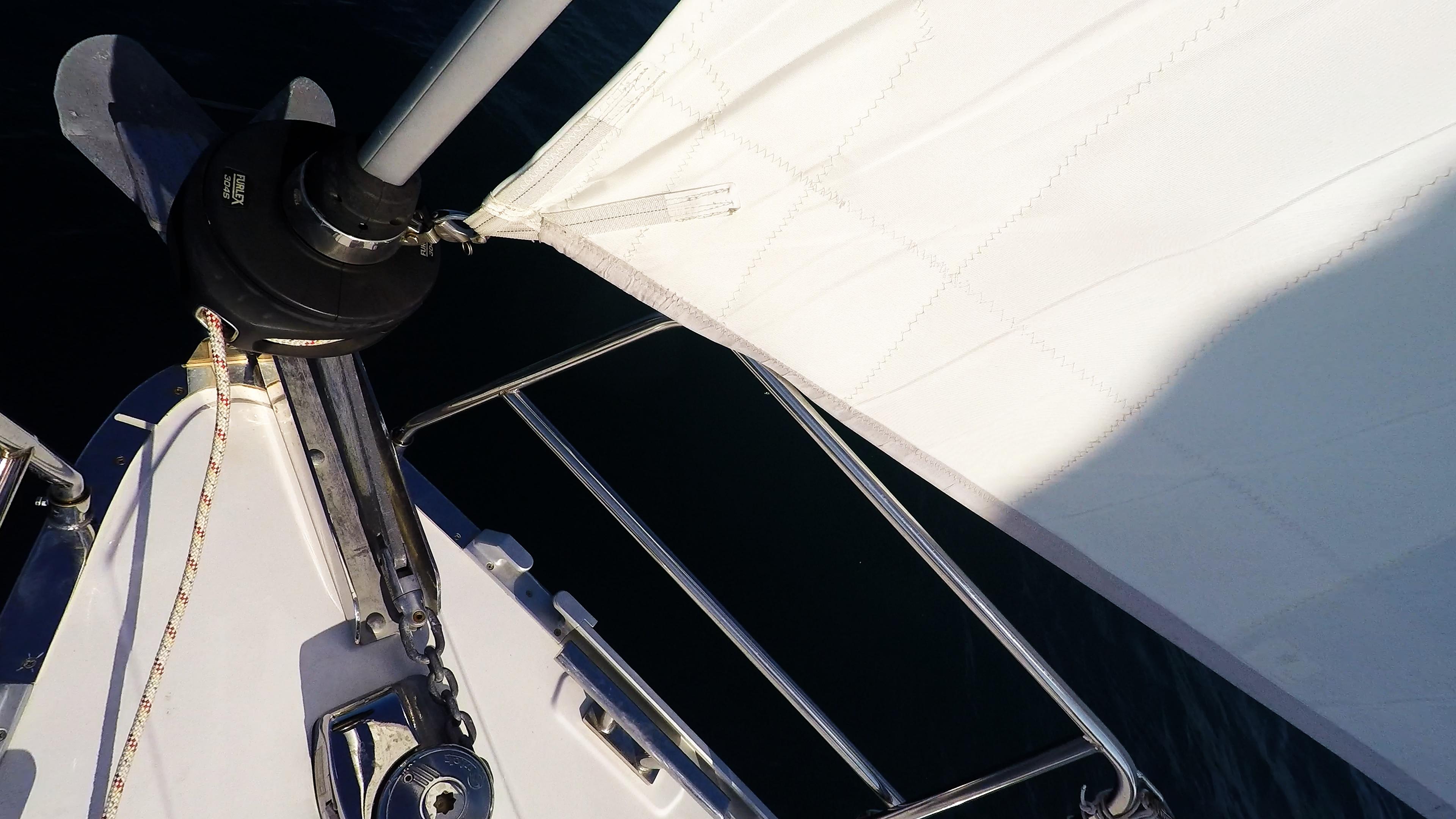 barcha a vela prua di yacht a vela ancora salpancora genova avvolgibile rotolo vela anteriore
