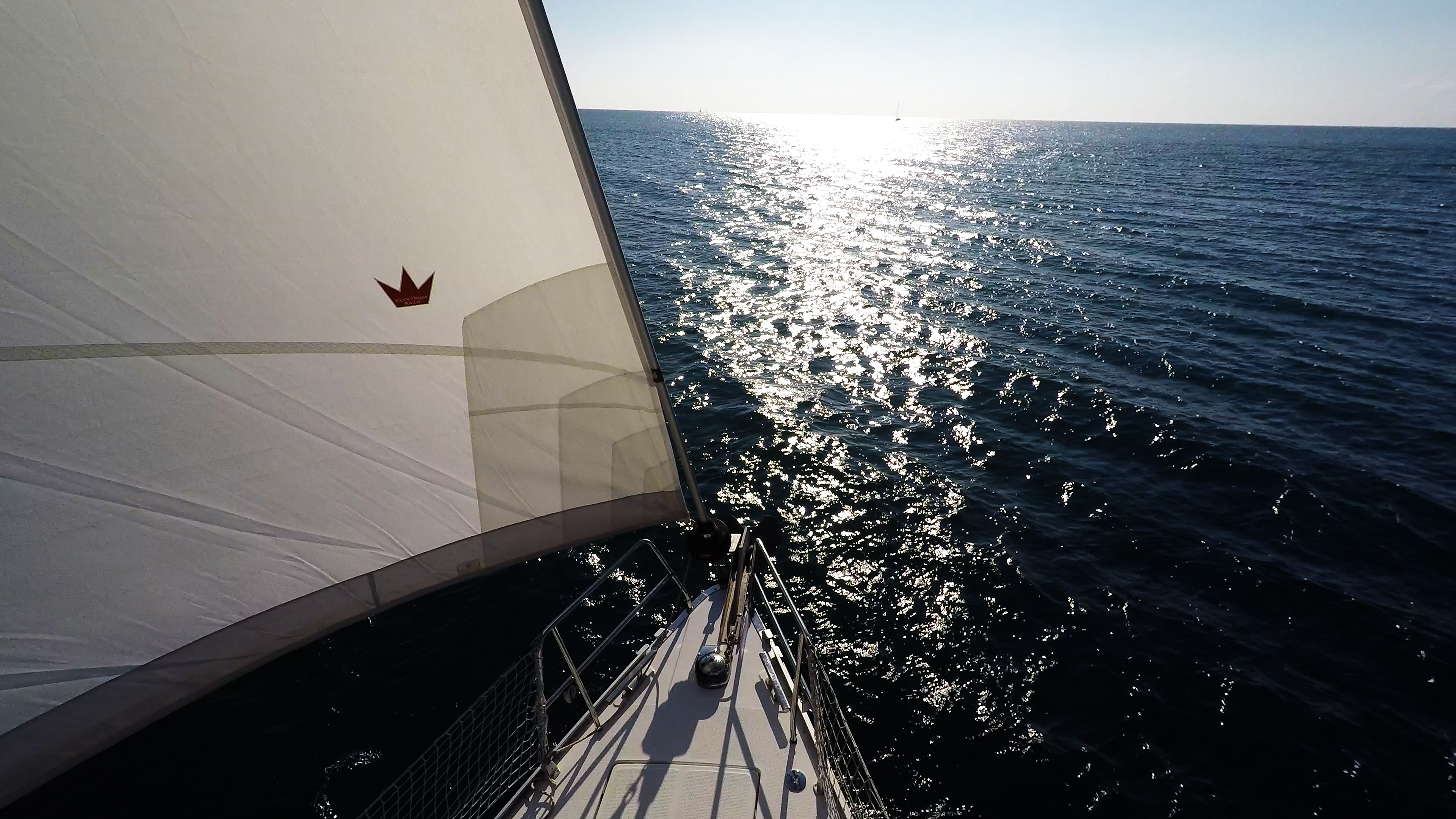barcha a vela yacht a vela orizzonte genova rotolo prua mare sole