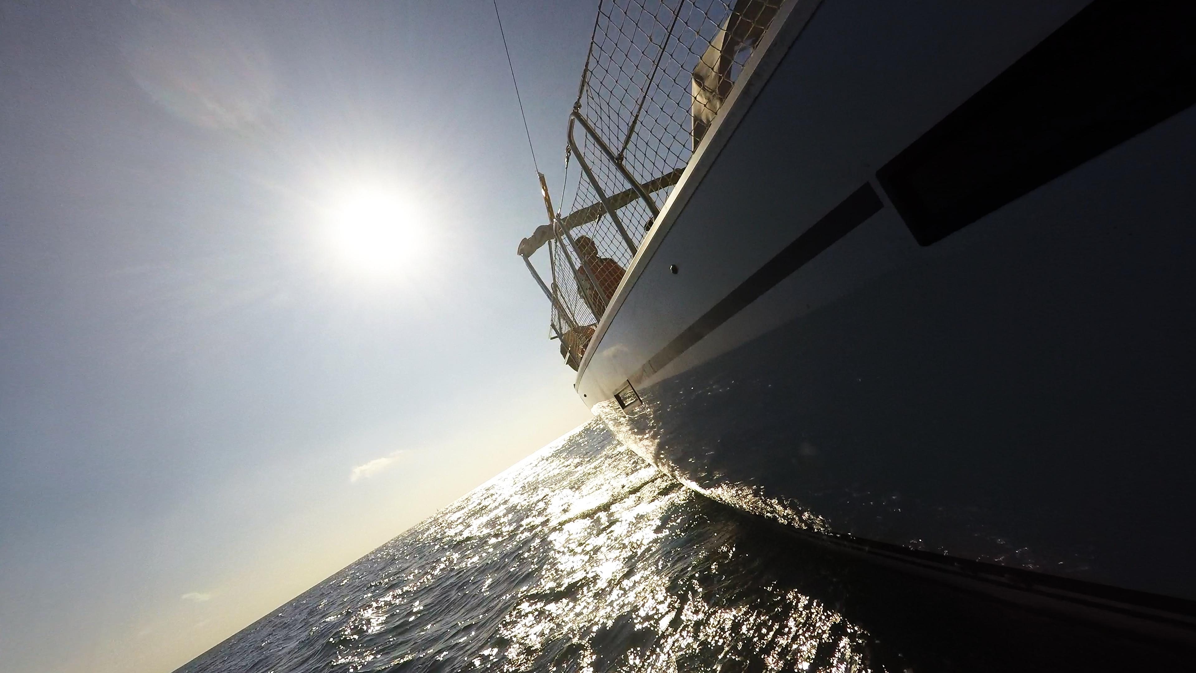 barcha a vela yacht a vela lato ventoow skipper scafo rete di sicurezza sole mare