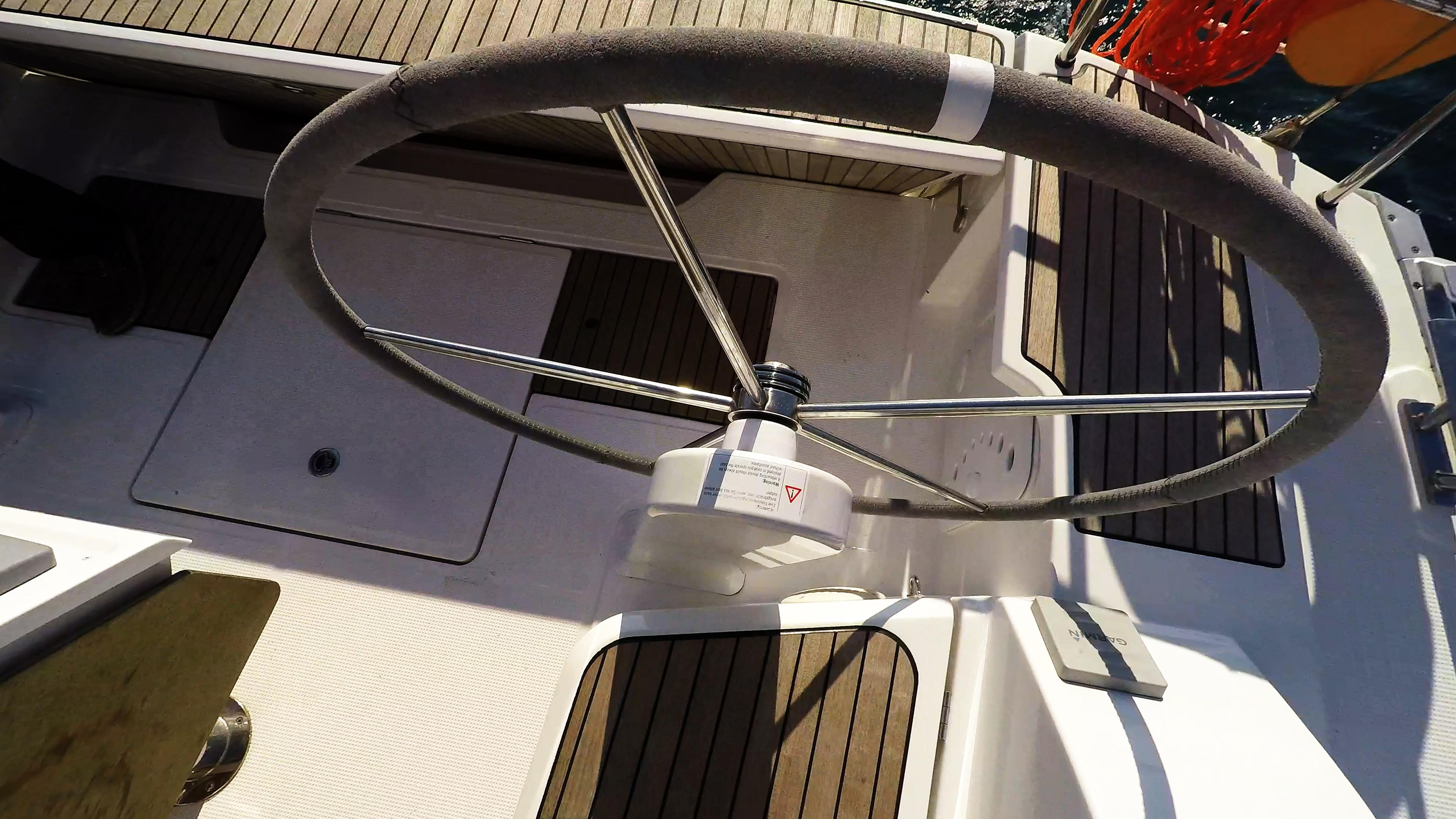 barcha a vela timone ruota pozzetto bavaria 46 yacht a vela