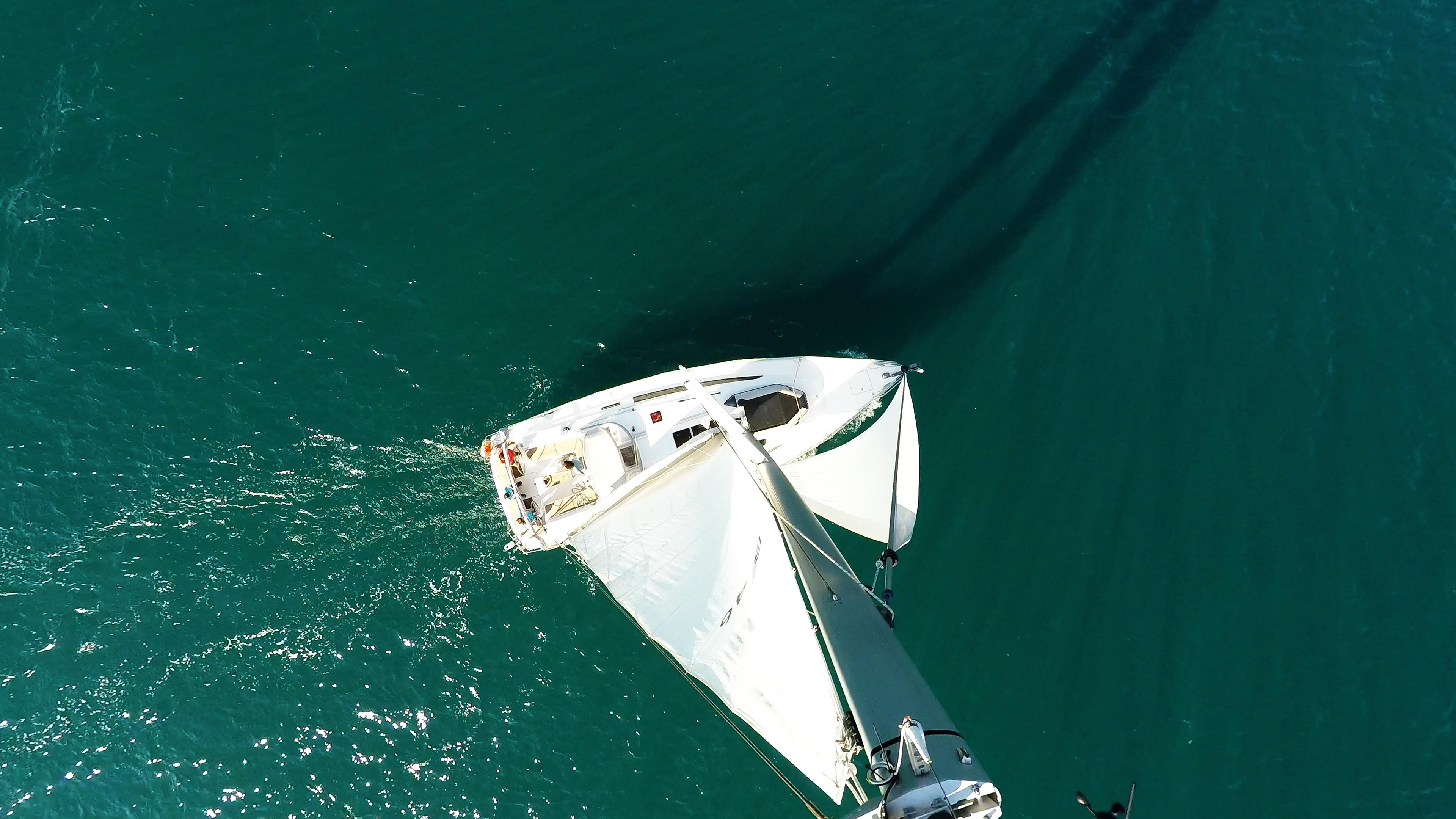 barcha a vela cima dell'albero sartiame bavaria 46 yacht a vela mare