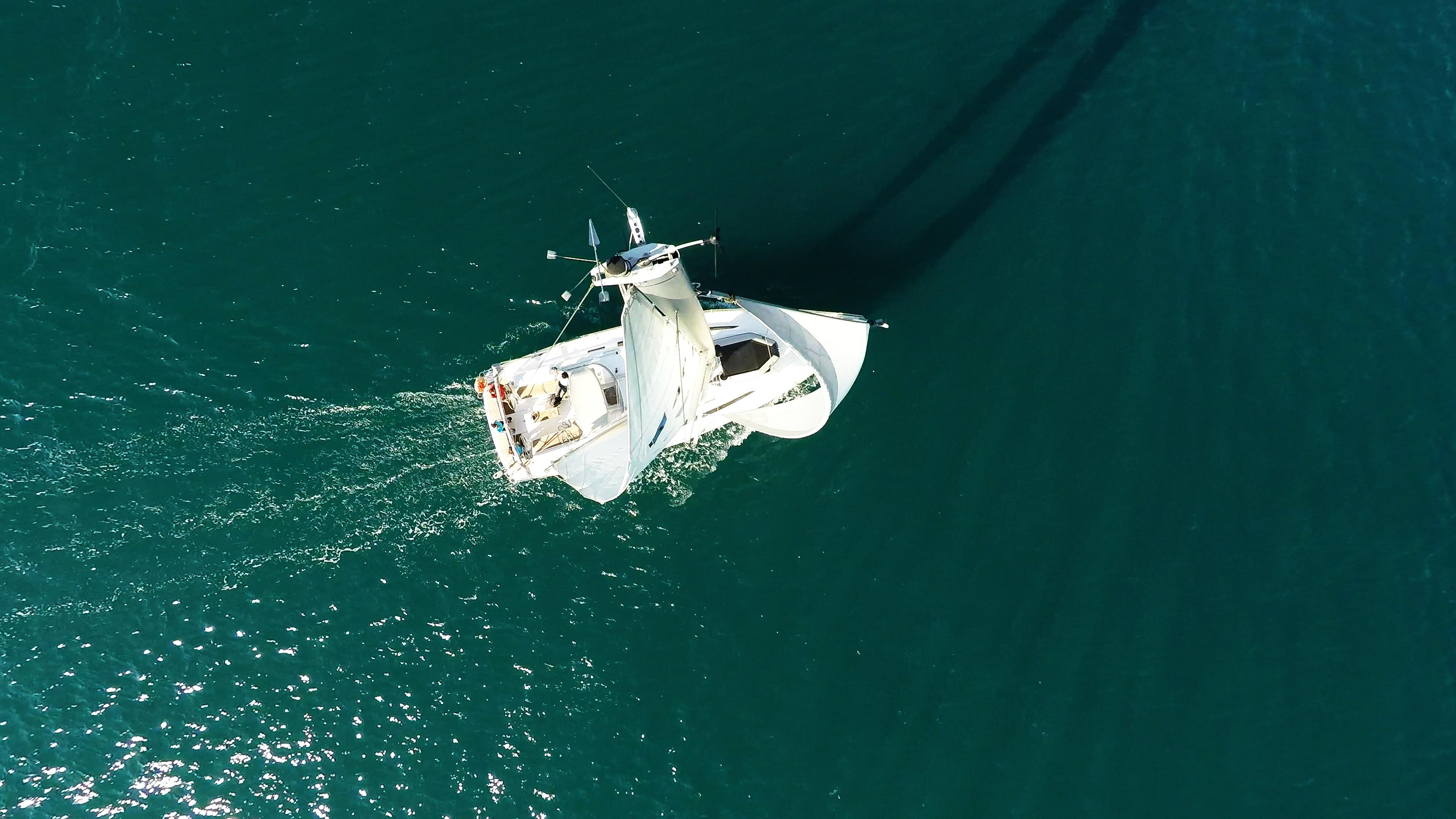 barcha a vela cima dell'albero vele barca a vela yacht a vela