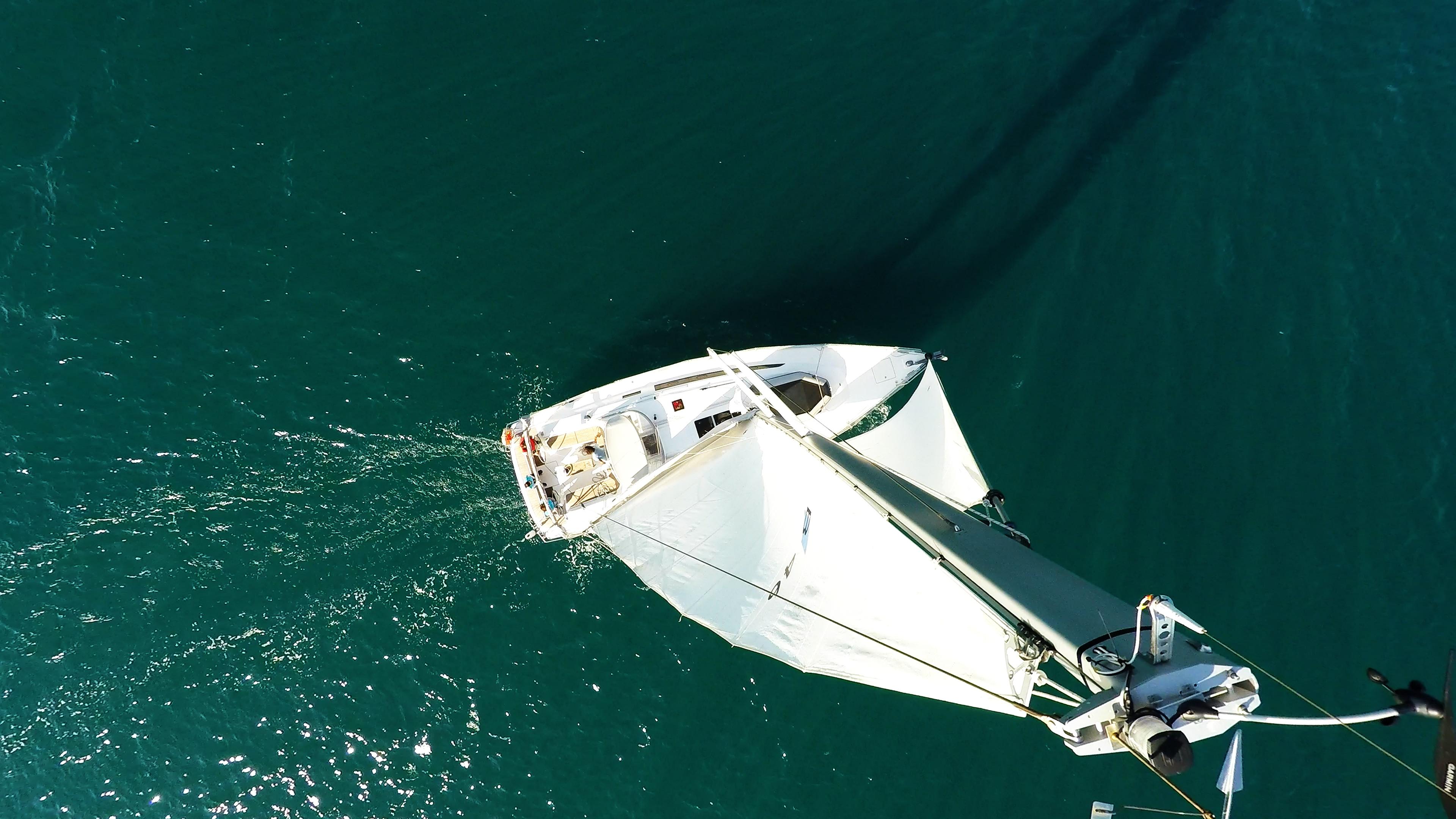 barcha a vela indicatore del vento bavaria 46 yacht a vela cima dell'albero