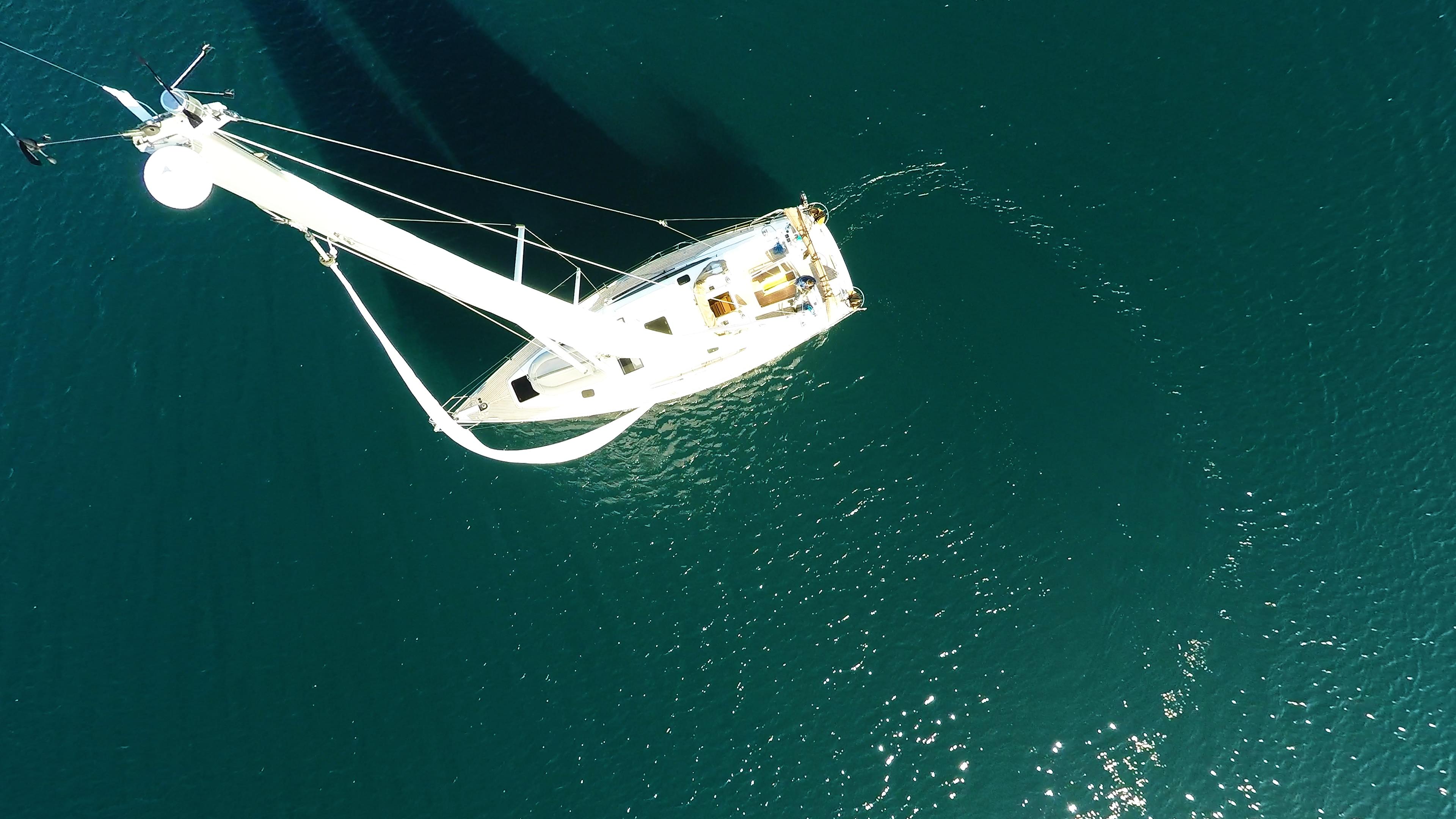 barcha a vela antenna cima d'albero vele barca a vela yacht a vela