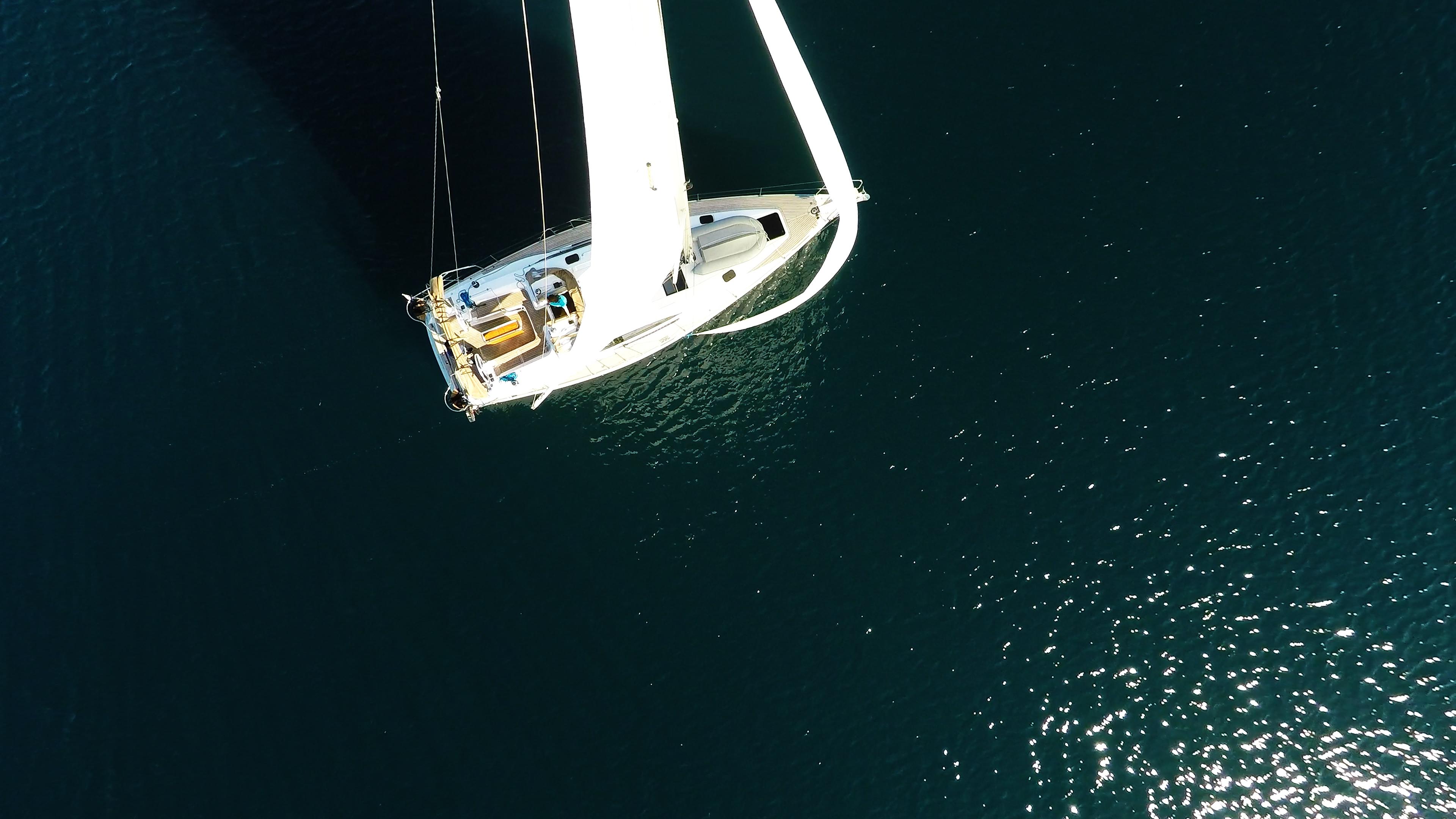 barcha a vela vista di uccello vele barca a vela yacht a vela