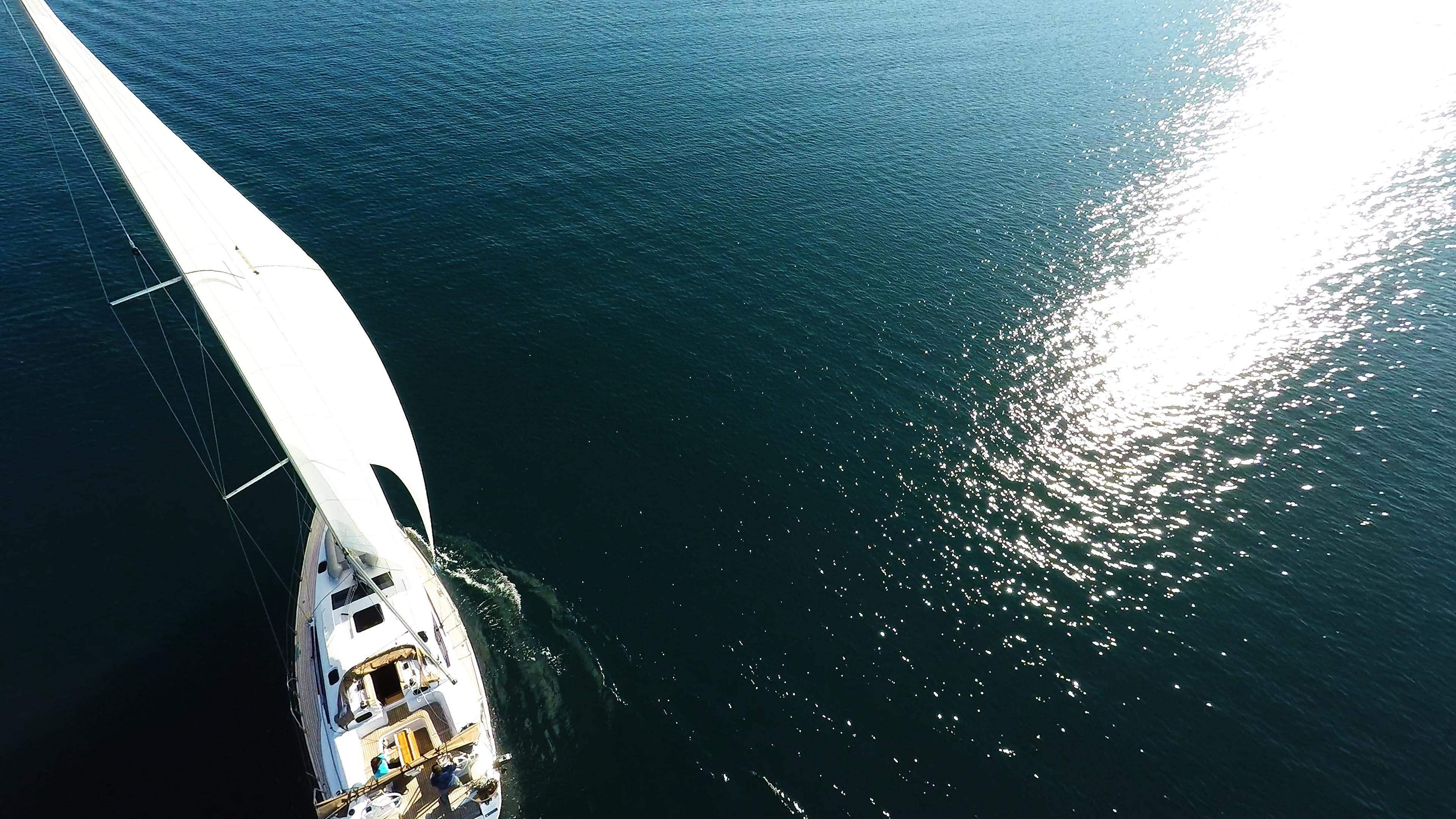 barcha a vela mare blu riflesso del sole barca a vela elan 45 impression yacht a vela