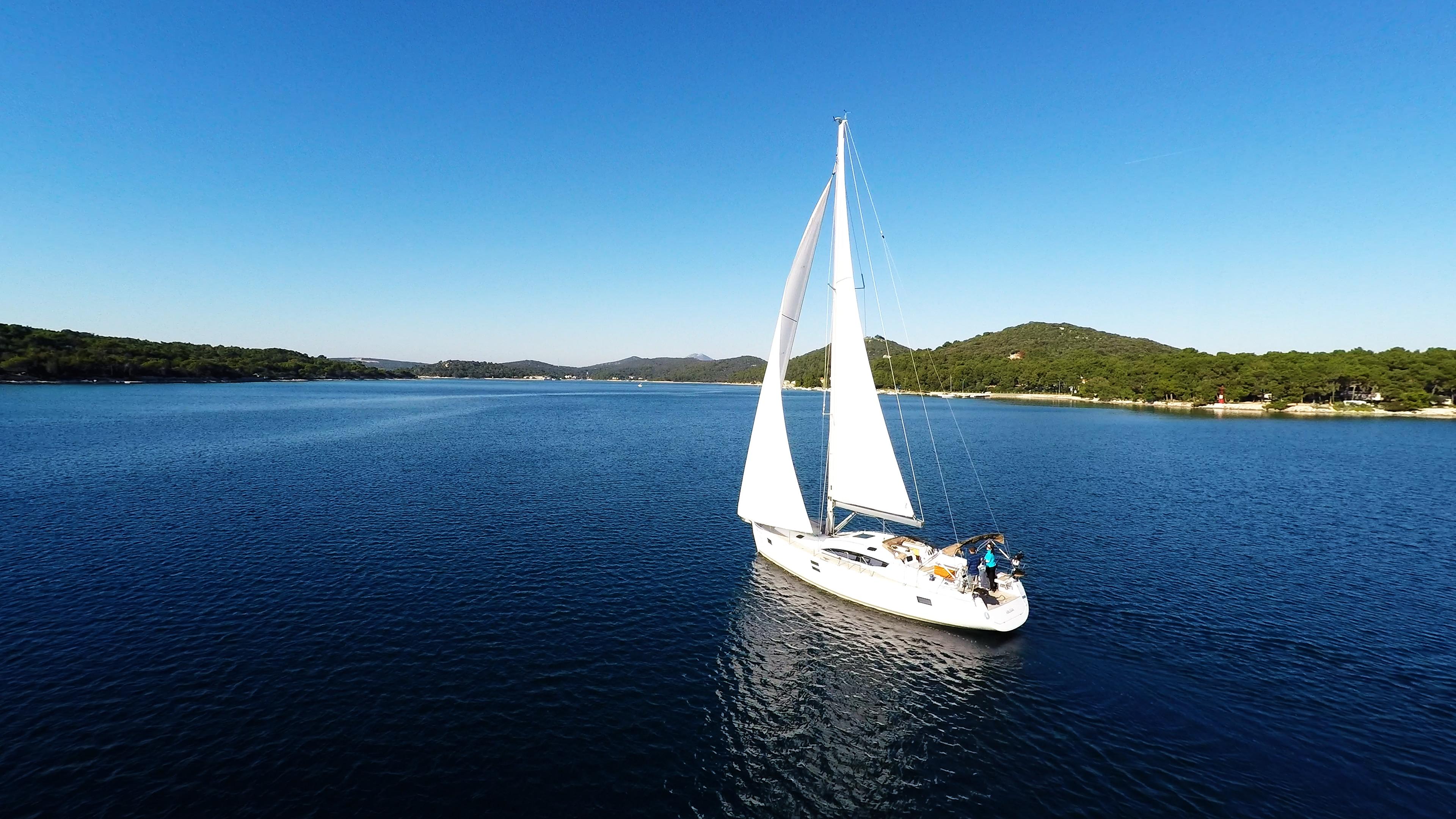 barcha a vela cielo blu baia del mare yacht a vela barca a vela mali losinj Croazia