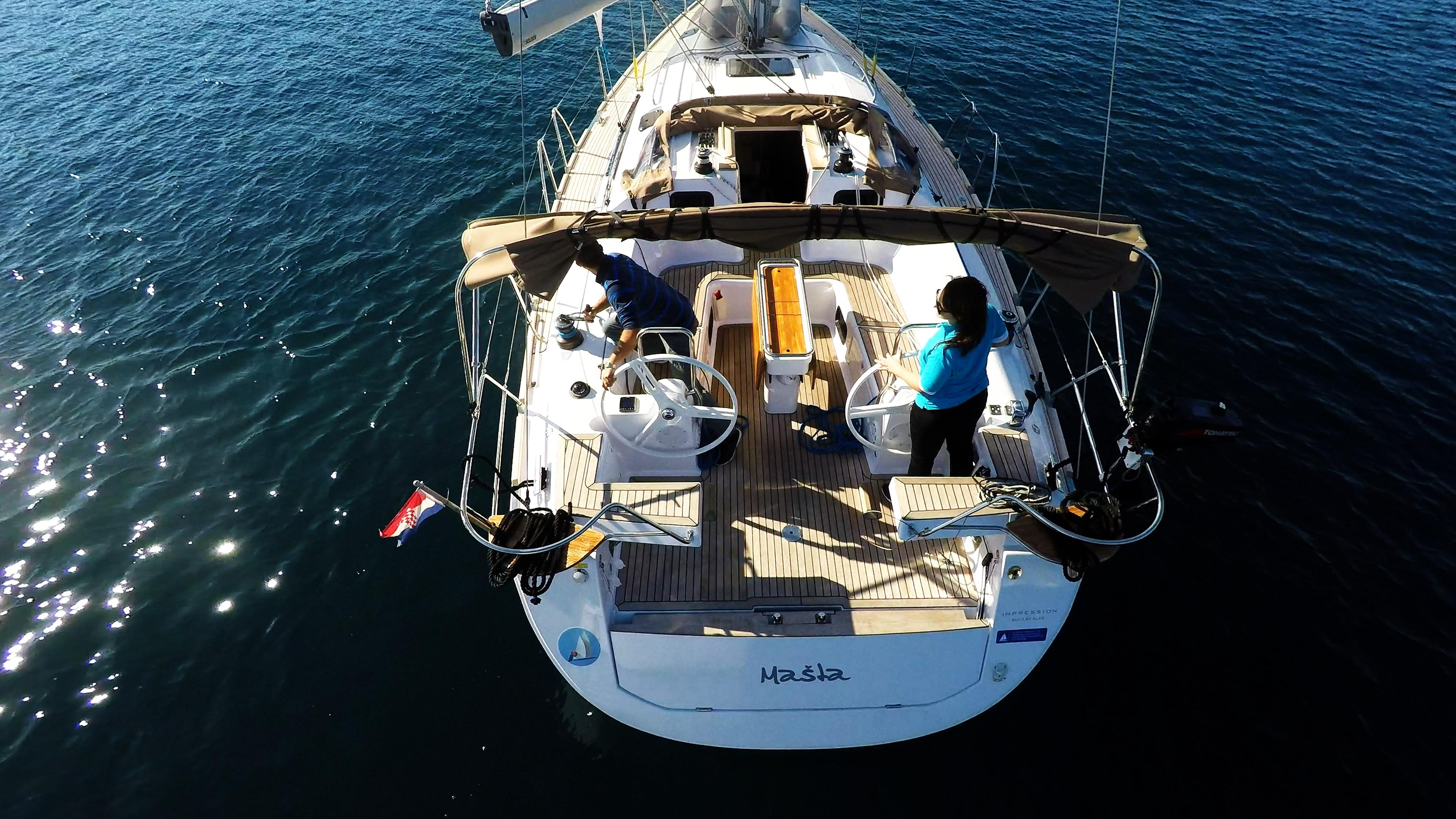 barcha a vela pozzetto timoni ruota yacht a vela elan 45 impression vele