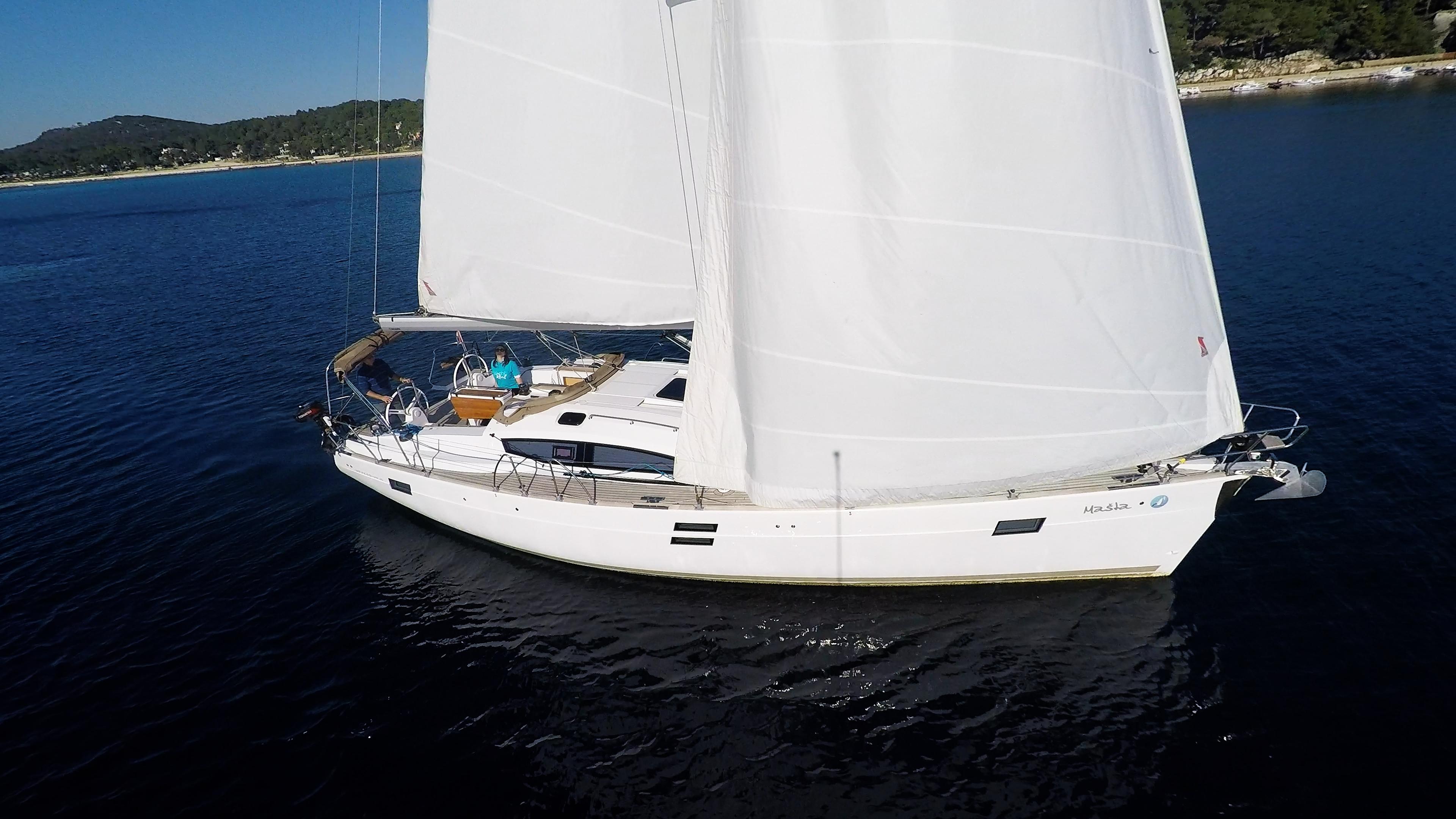 barcha a vela scafo lato barca a vela elan 45 impression vele di yacht a vela