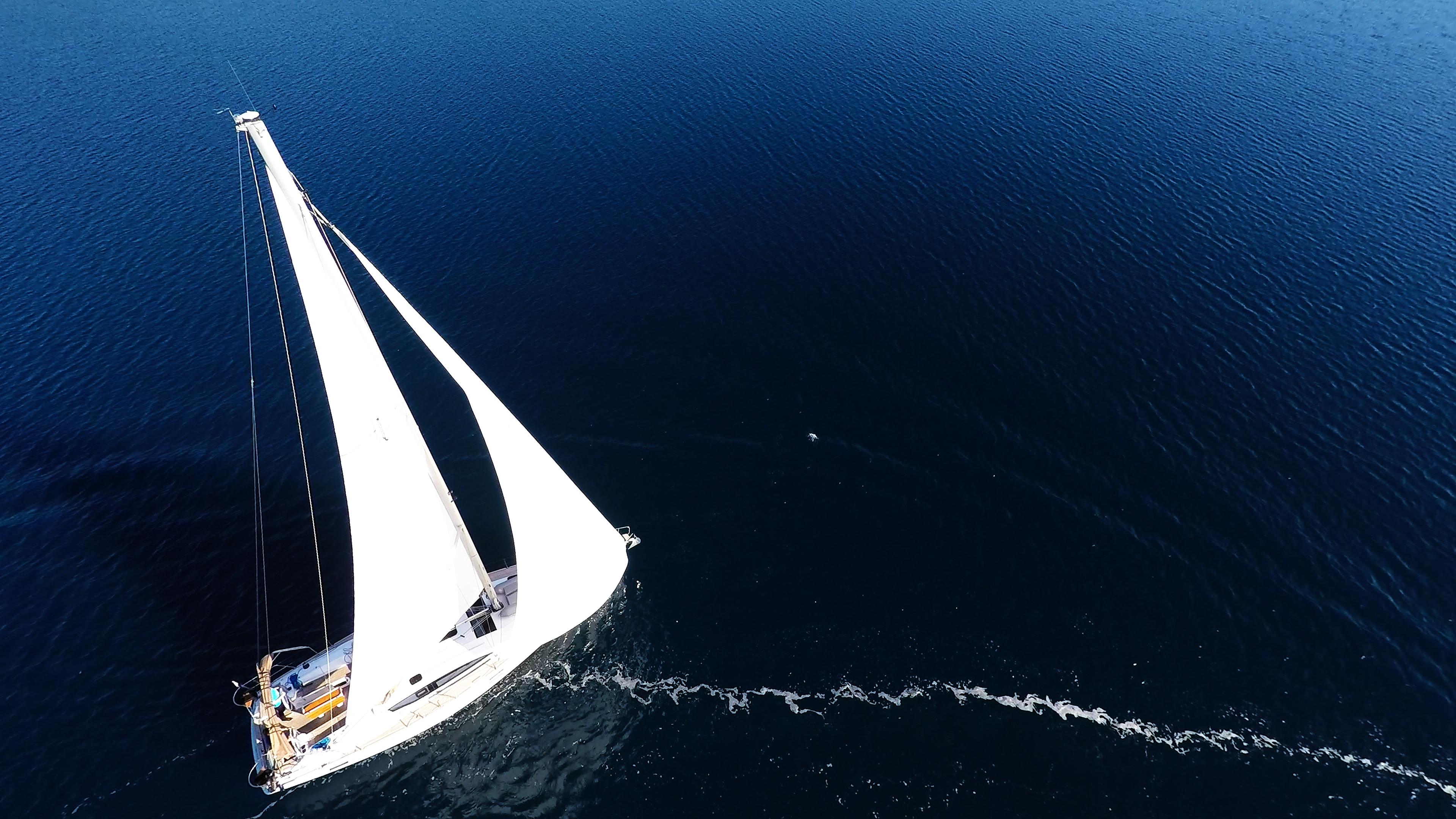 barcha a vela albero vele yacht a vela mare blu barca a vela