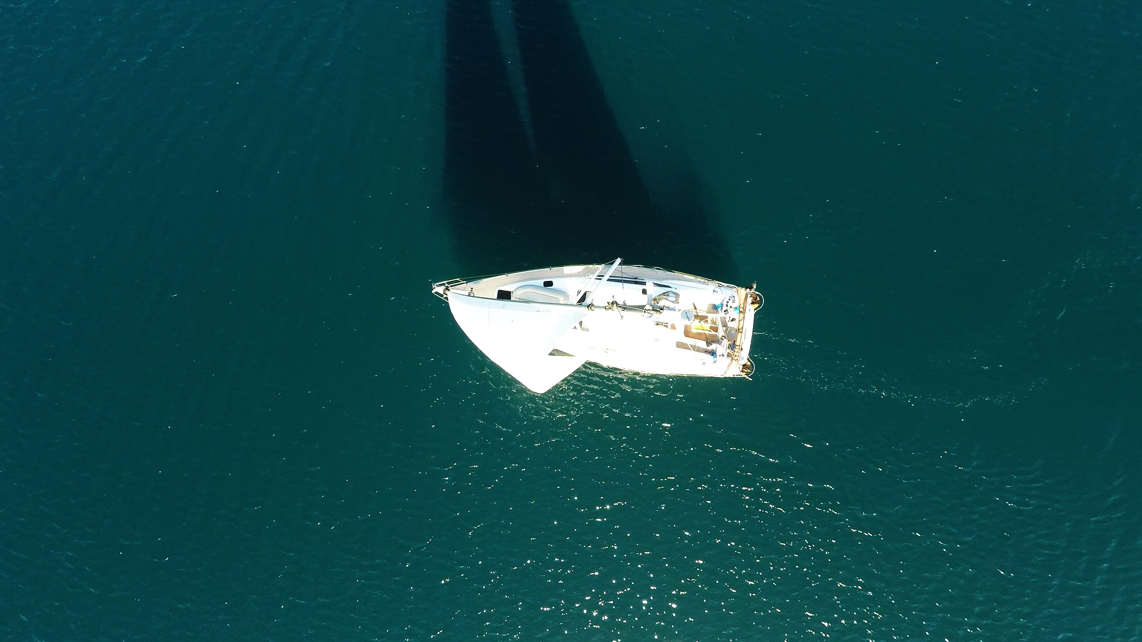 barcha a vela nadir vista verticalee barca barca a vela yacht a vela
