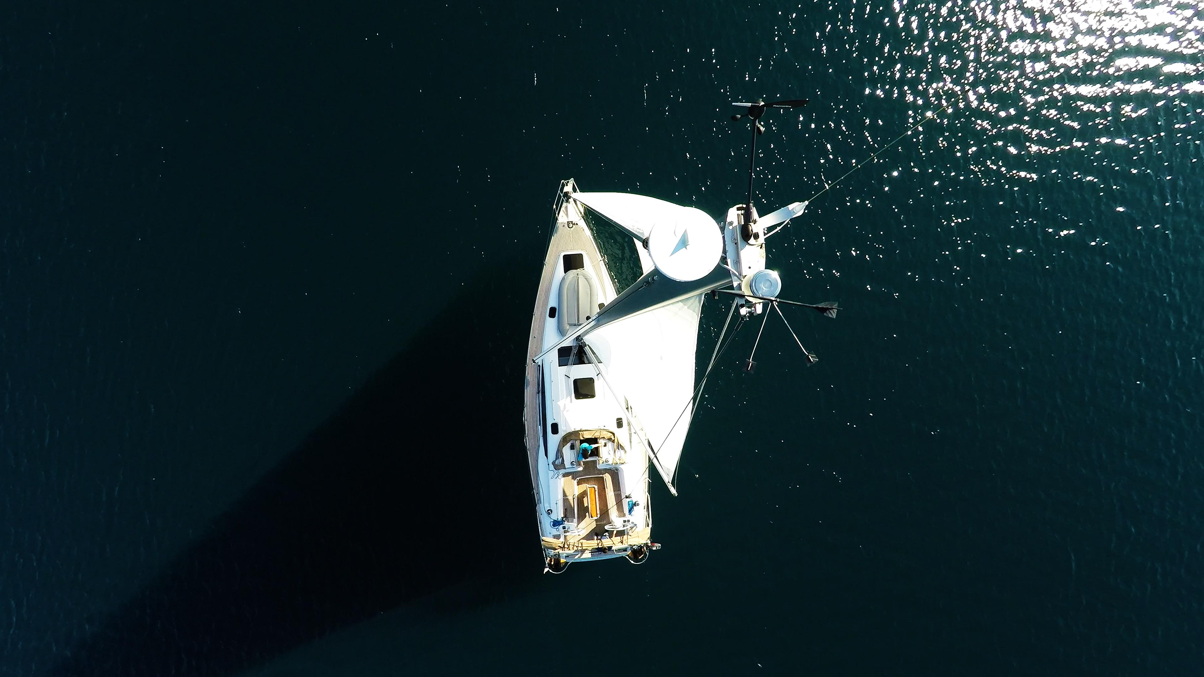 barcha a vela antenna radar all'cima d'albero yacht a vela elan 45 impression vela vele