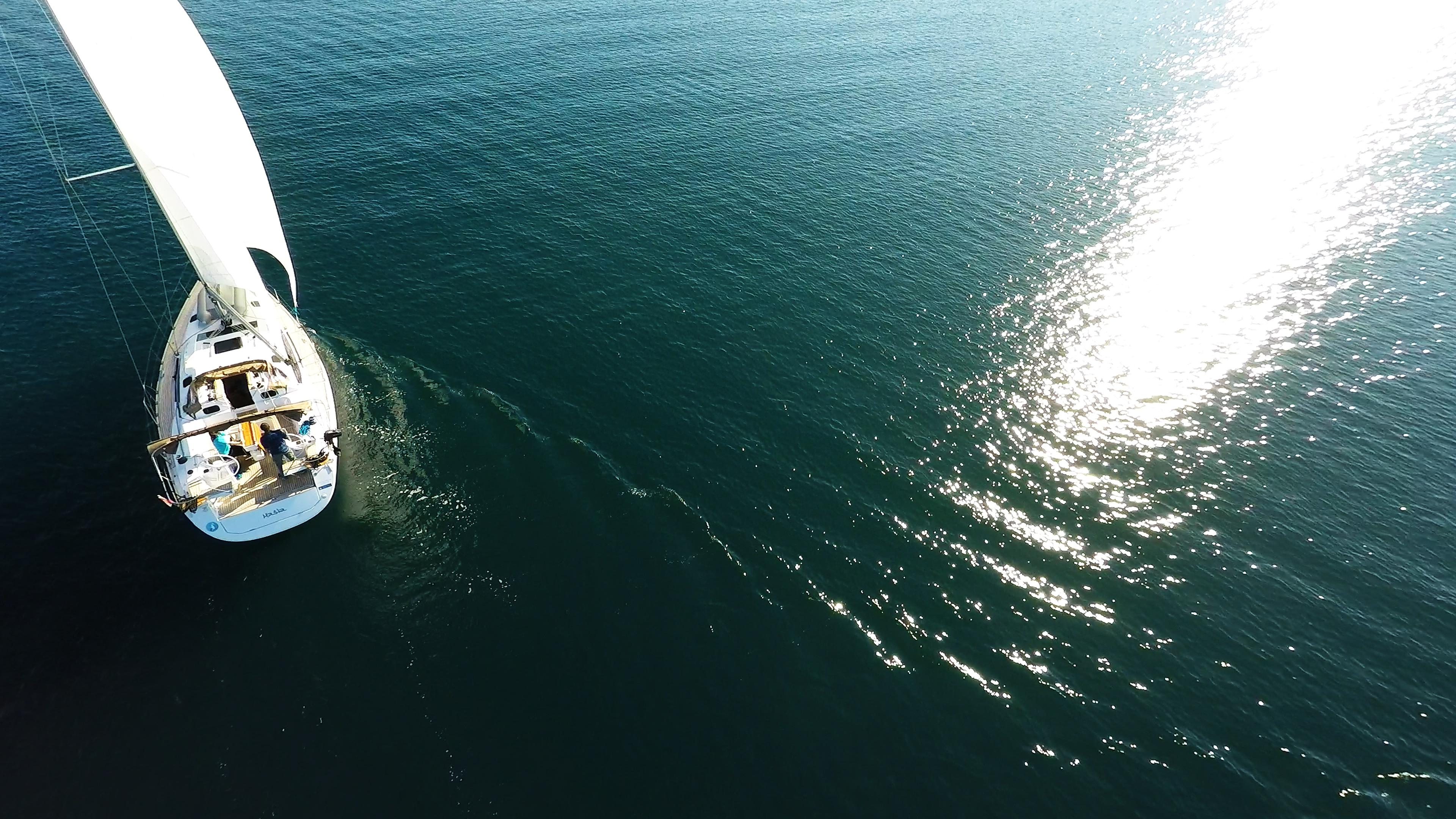 barcha a vela barca a velaal mare riflesso del sole yacht a vela