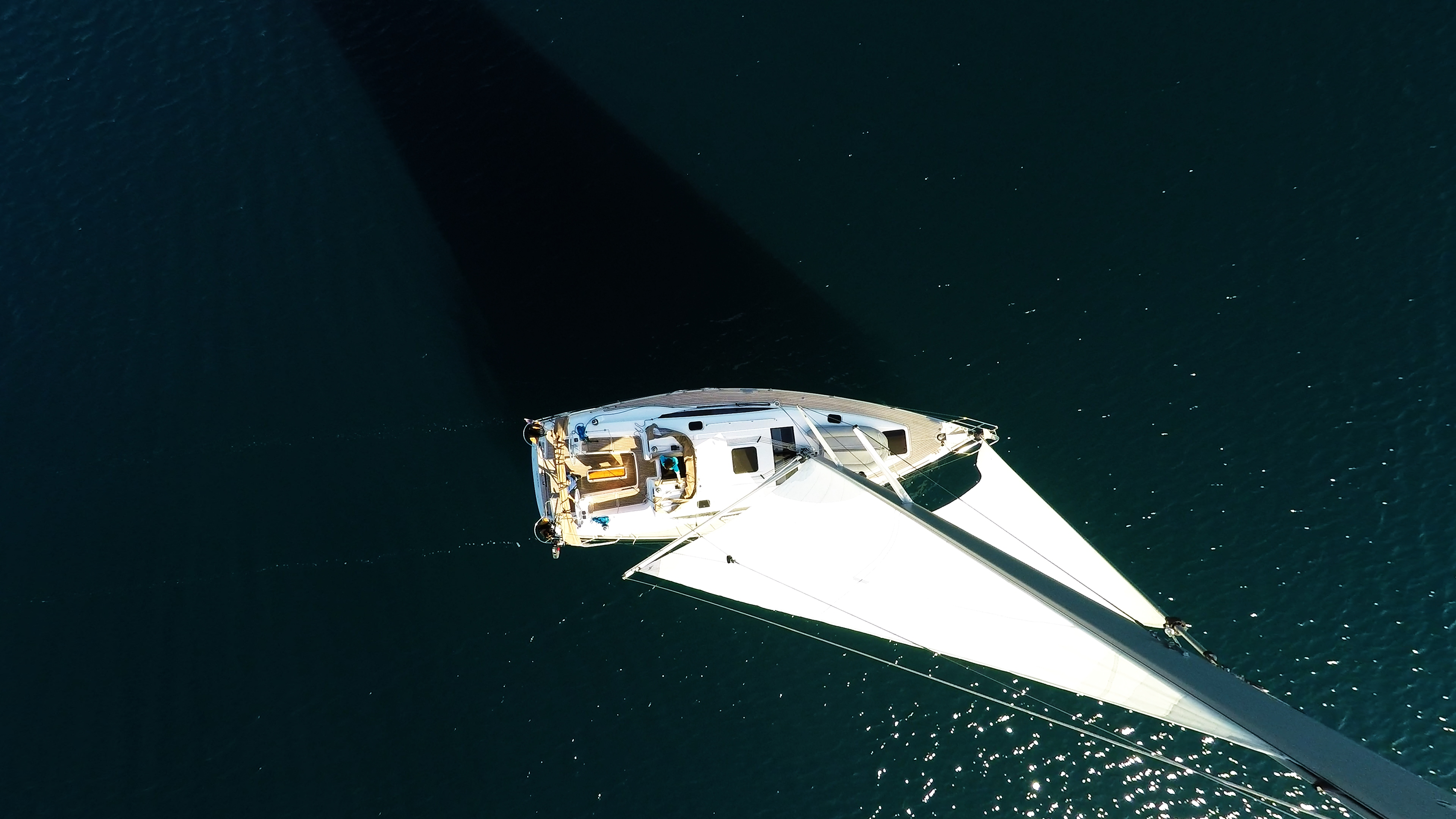 barcha a vela barca a vela dall'albero yacht a vela mare
