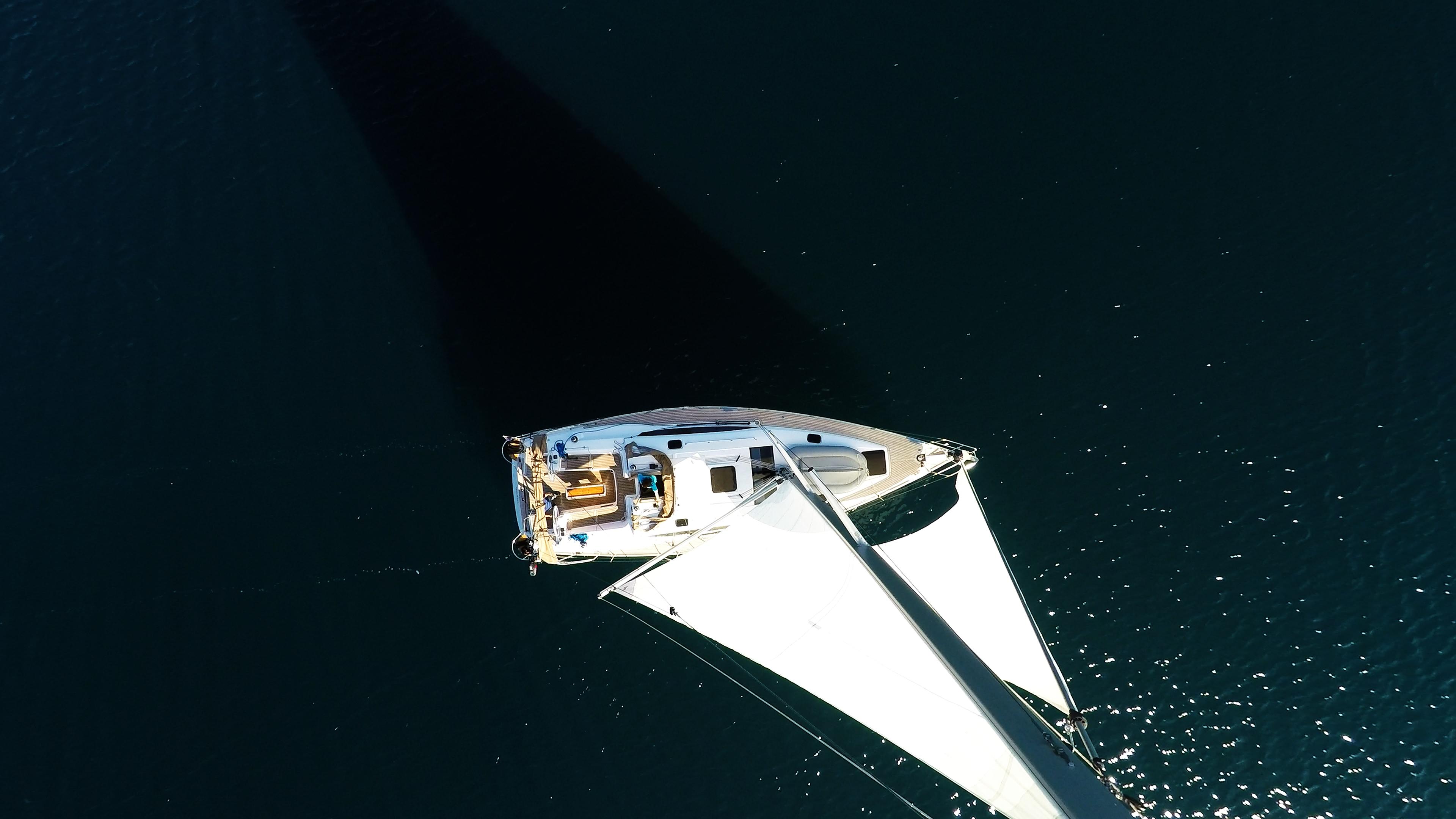 barcha a vela barca a vela da cima d'albero vela vele yacht a vela