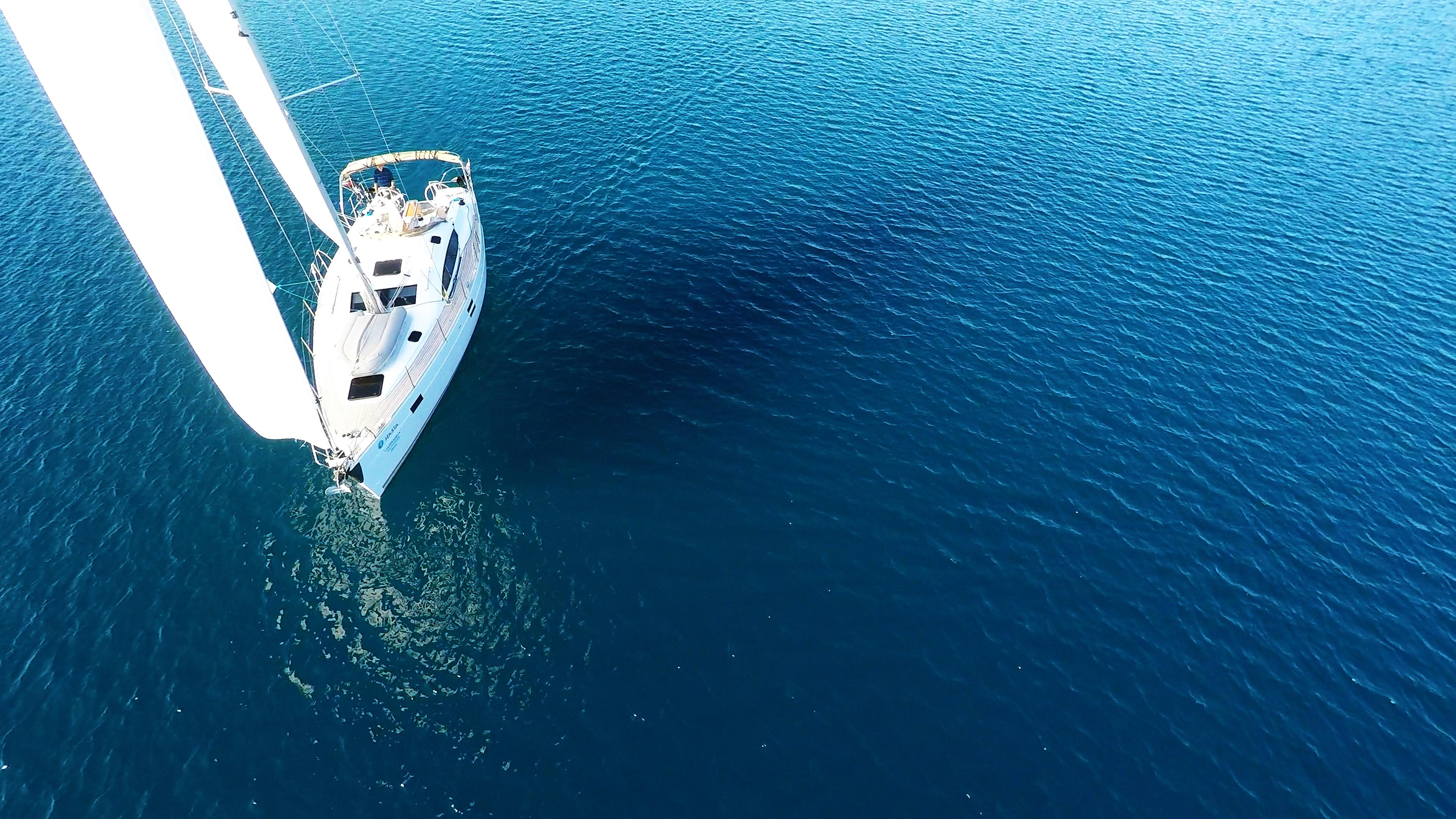 barcha a vela barca a vela genova vela bianca yacht a vela mare blu