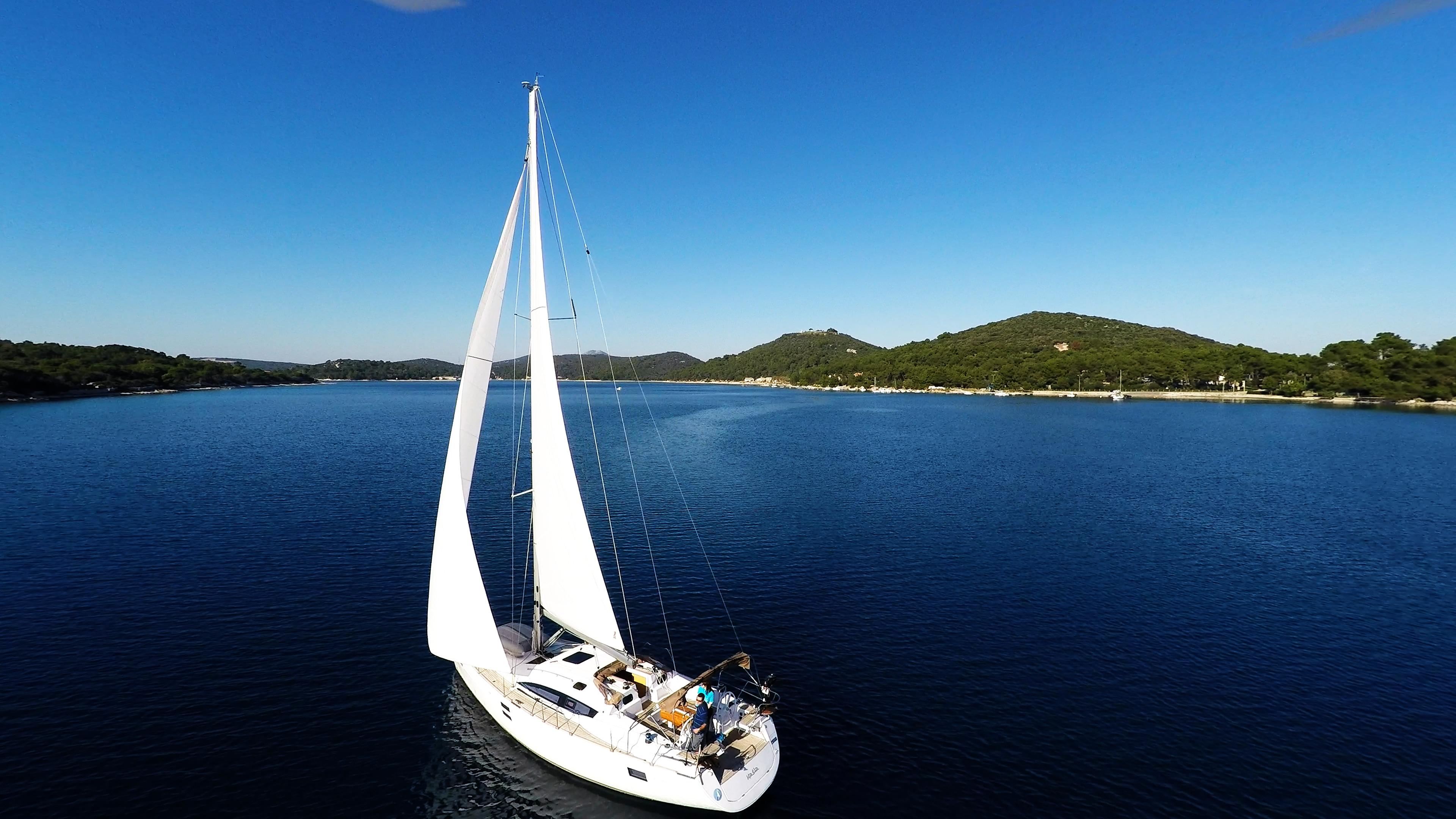 barcha a vela barca a velanella baia del mare cielo blu vele yacht a vela